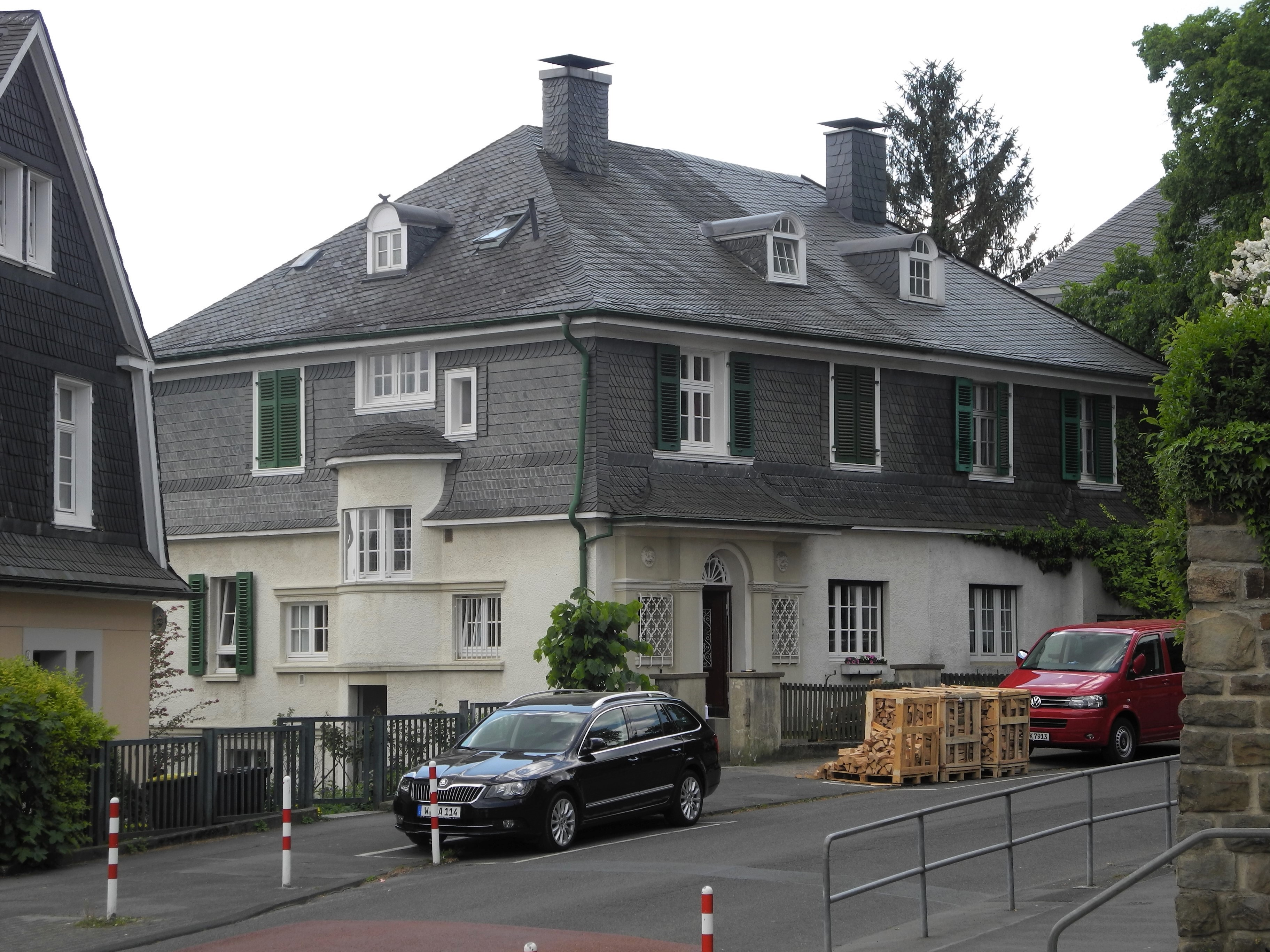 File:Wuppertal, Leipziger Str. 4 + 6, über Eck.jpg - Wikimedia Commons