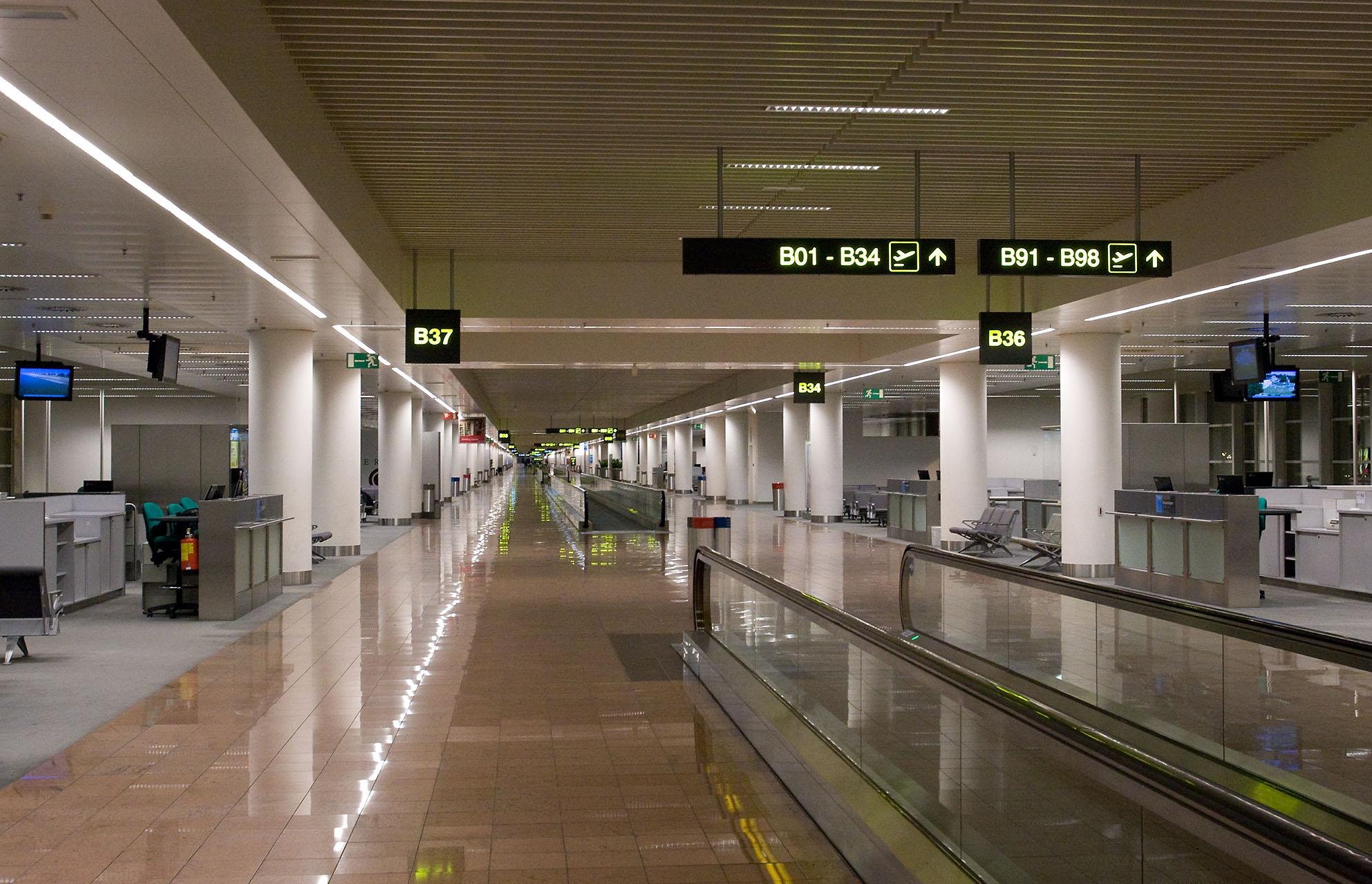 file zaventem airport interior brussels belgium