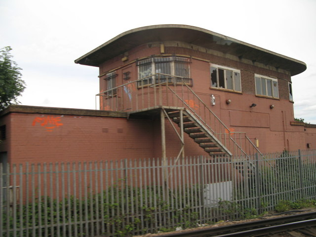 File:(The former) Balham signal box - geograph.org.uk - 899090.jpg