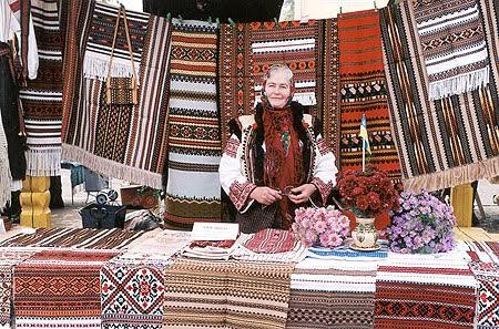 Ярмарок вишиванок в Коломиї — Вікіпедія 7b2170b47fb97