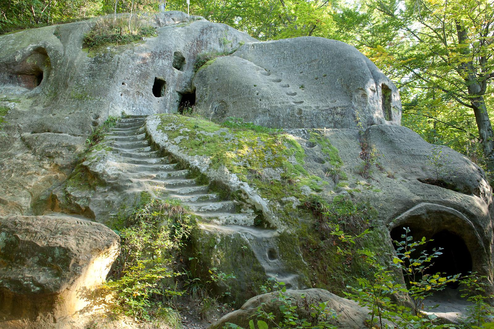 Розгірче скельний монастир
