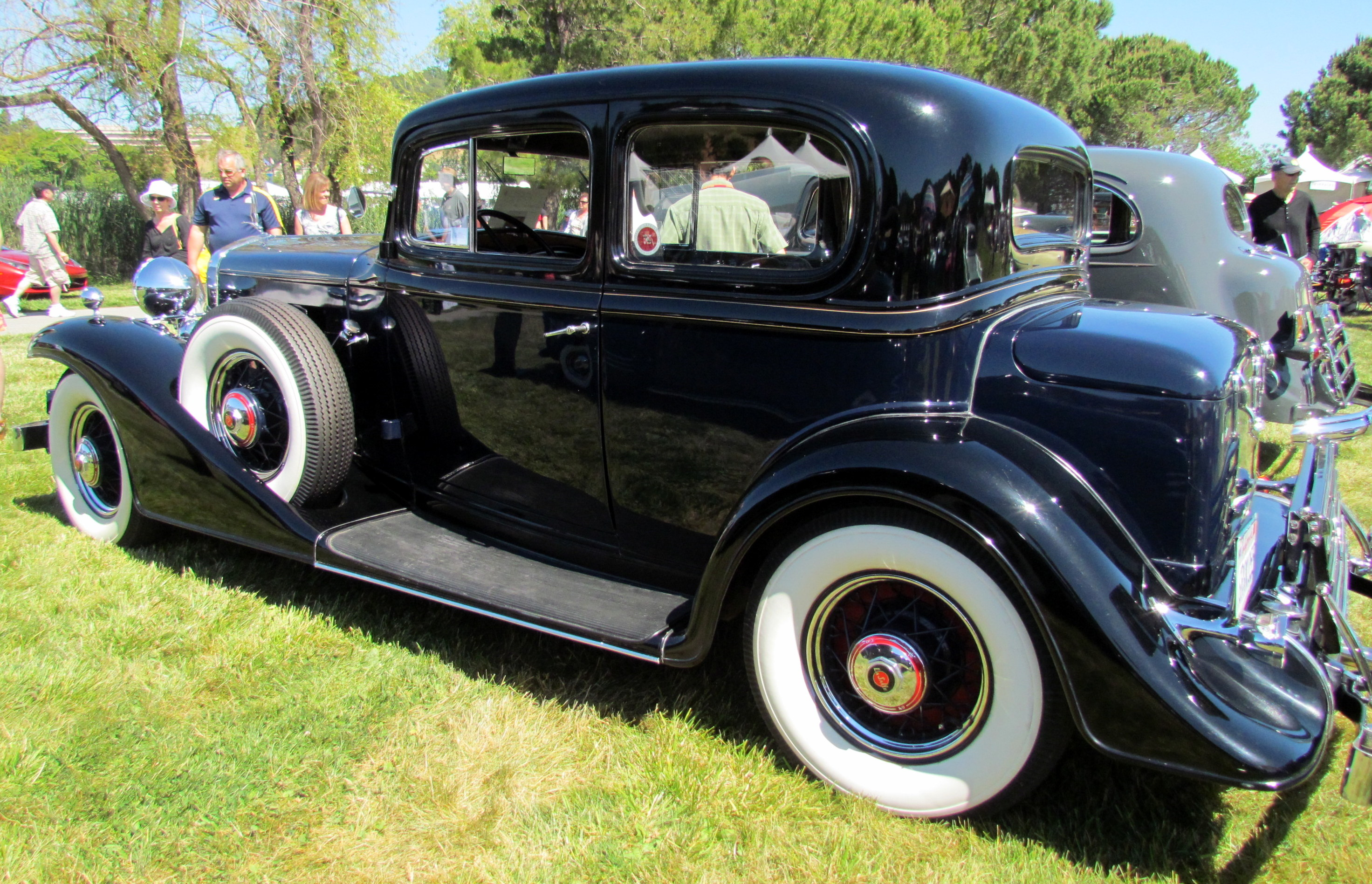 https://upload.wikimedia.org/wikipedia/commons/f/fd/1933_LaSalle_345C_Town_Coupe_%287547950456%29.jpg
