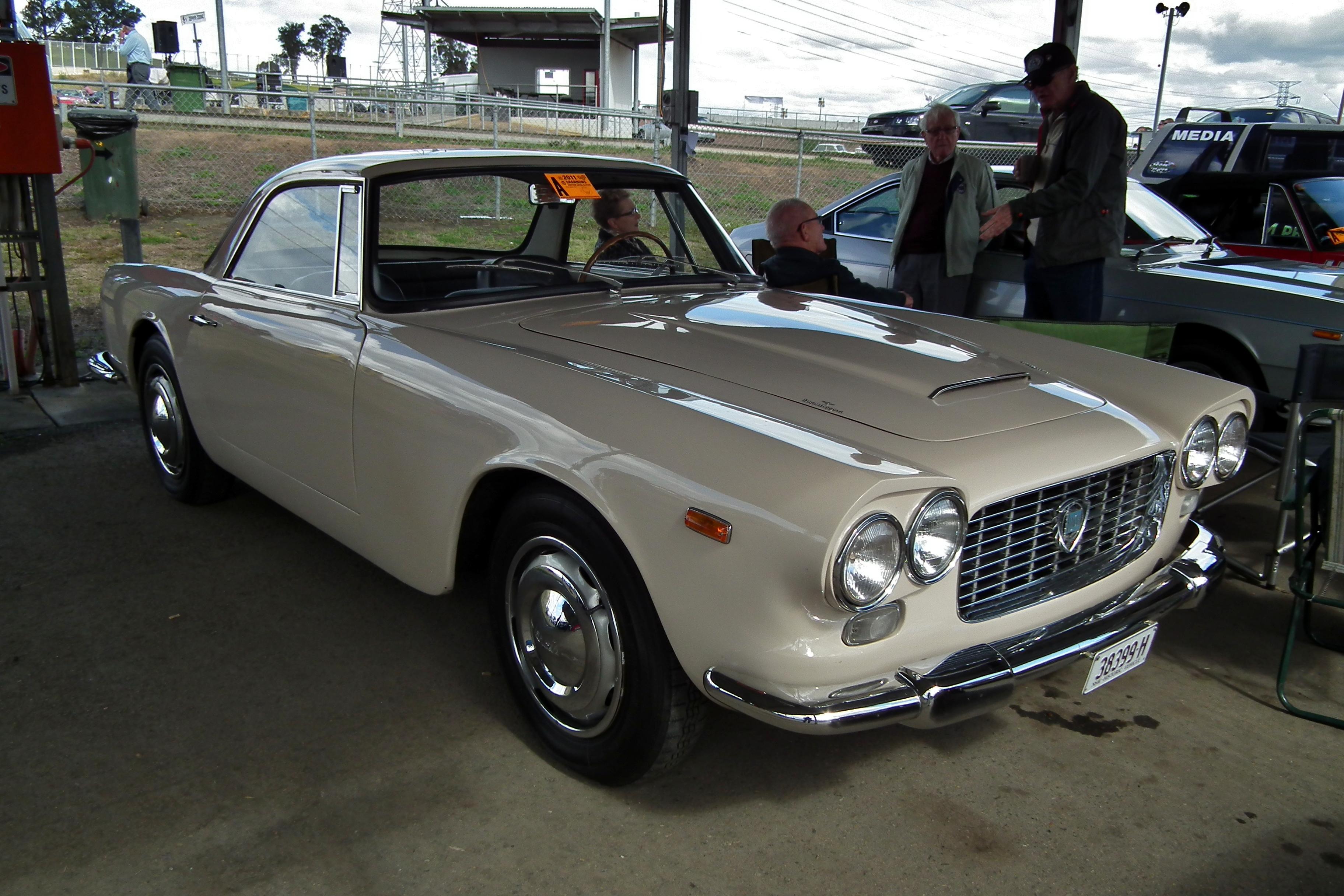 https://upload.wikimedia.org/wikipedia/commons/f/fd/1960_Lancia_Flaminia_GT_coupe_%286106158008%29.jpg