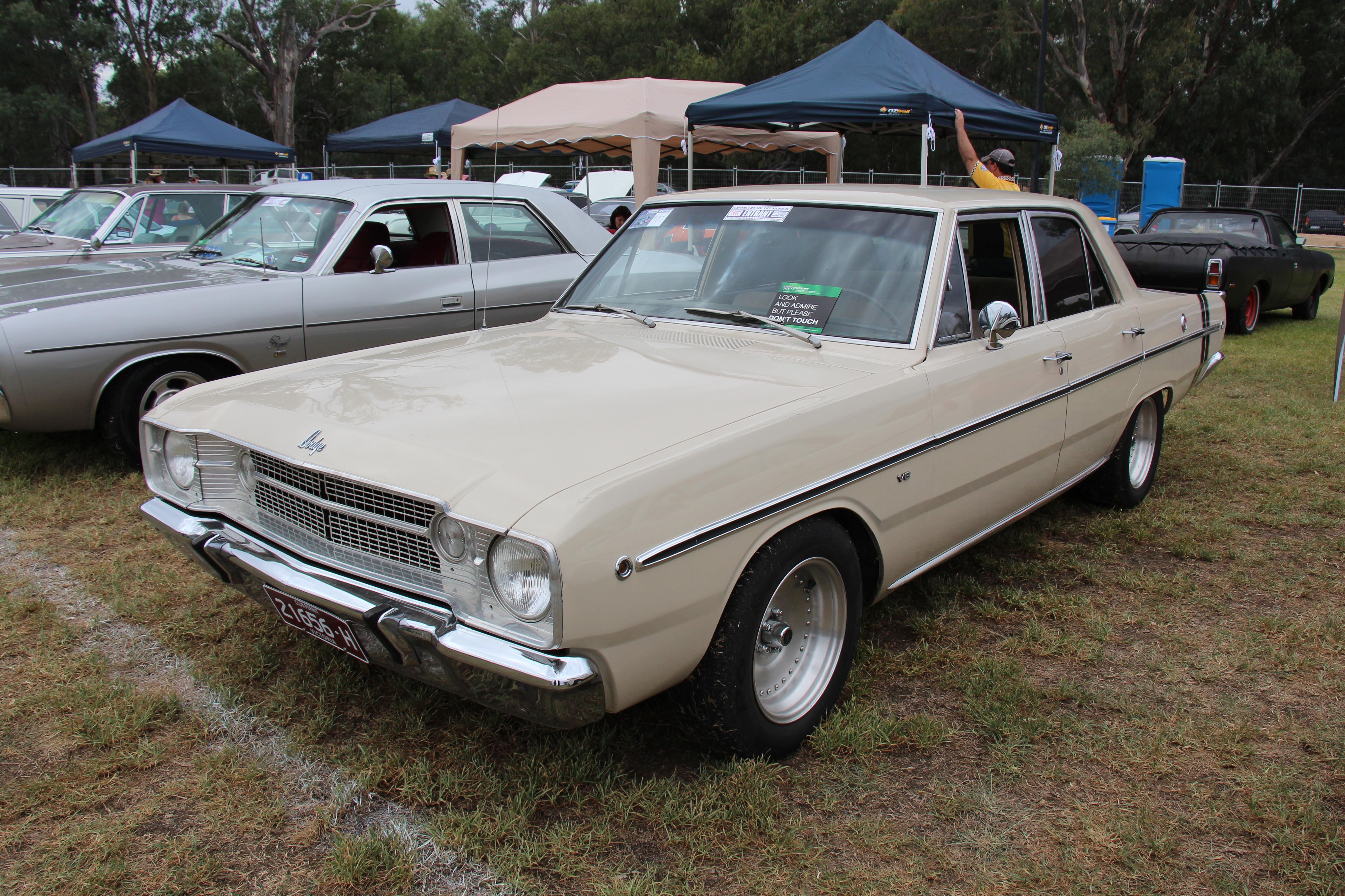 File 1967 Dodge Dart Sedan Wikimedia mons