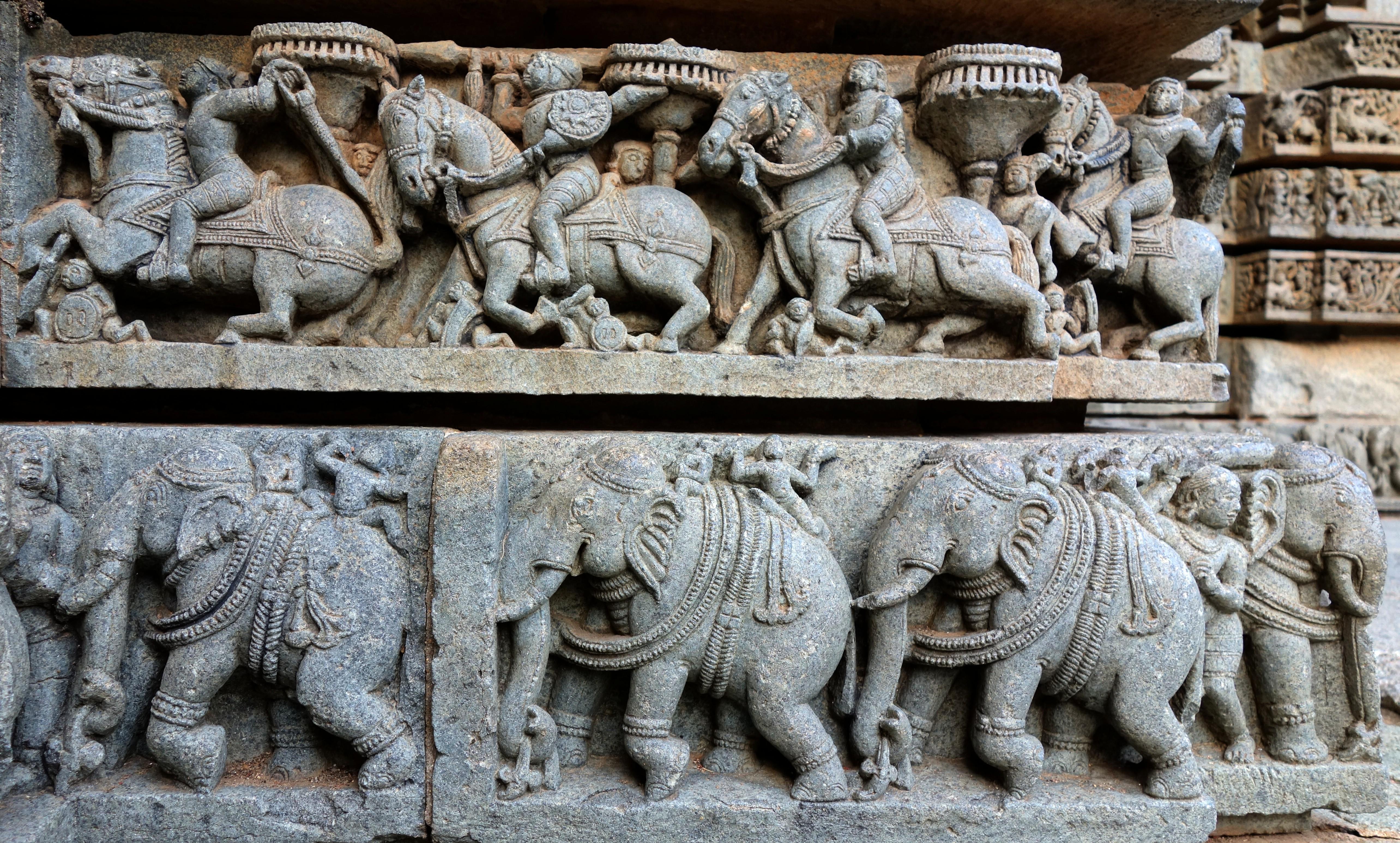 File20150712 KeshavaTempel  Friese mit Elefanten und Pferden