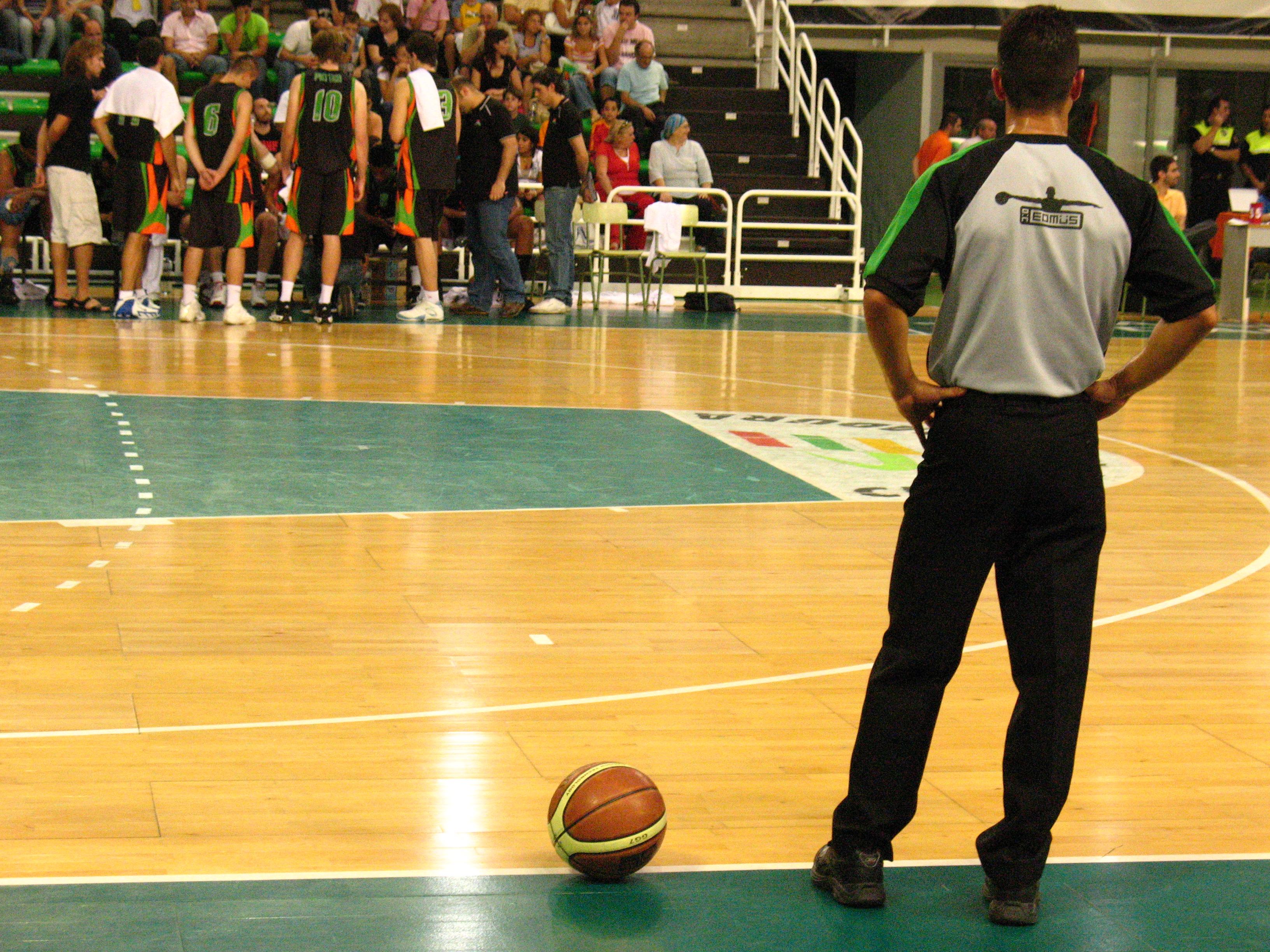 file arbitro de baloncesto jpg wikimedia commons