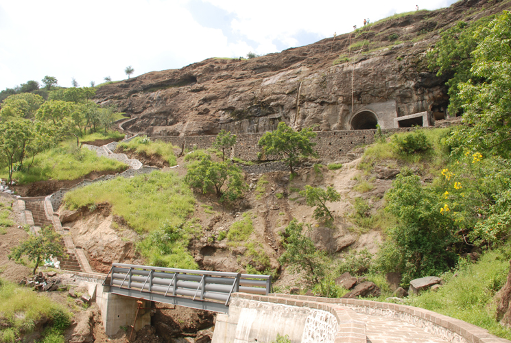 File:Aurangabad Caves.JPG