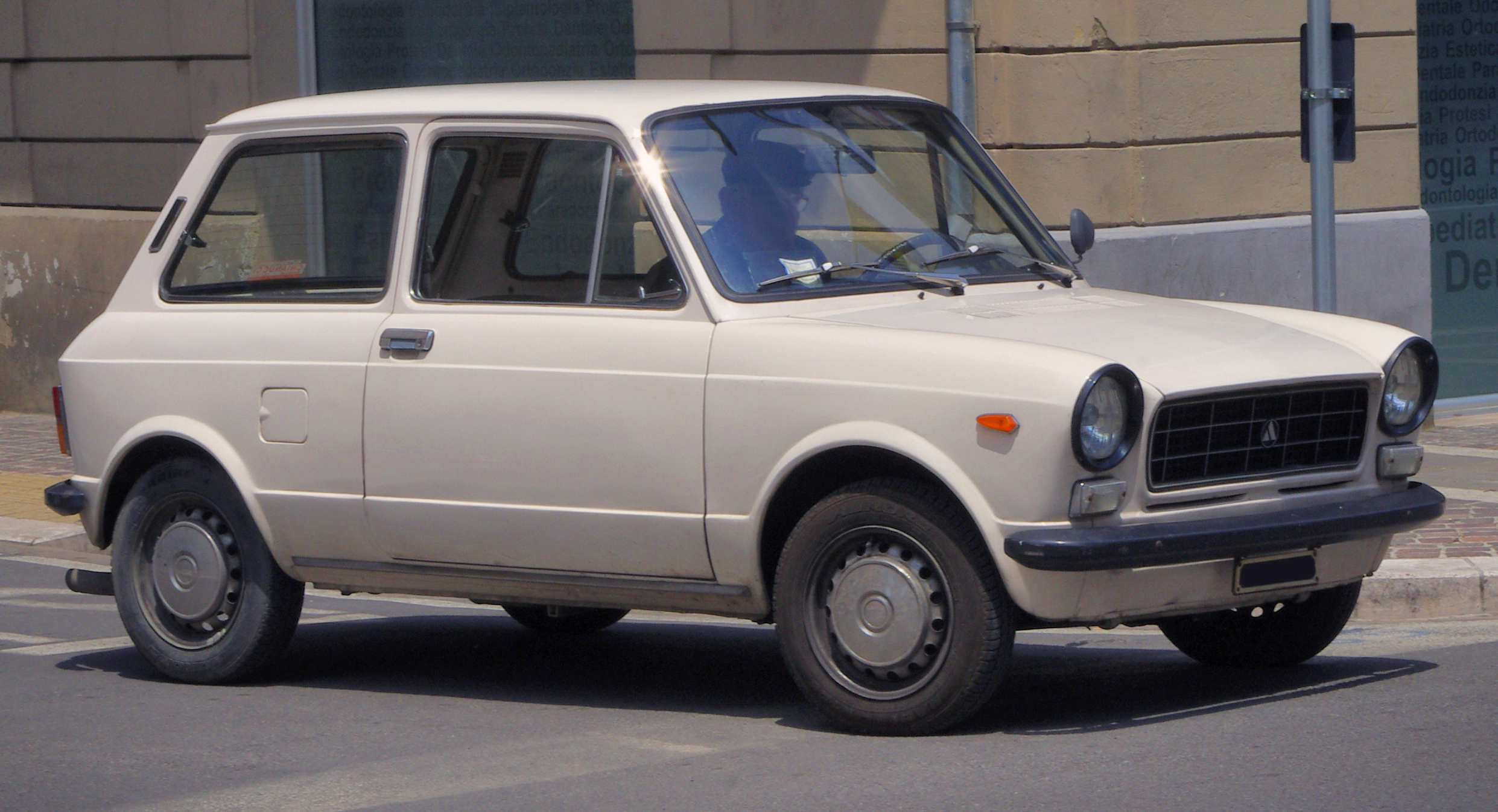 File:Autobianchi A112 Normale ca 1974.jpg - Wikimedia Commons