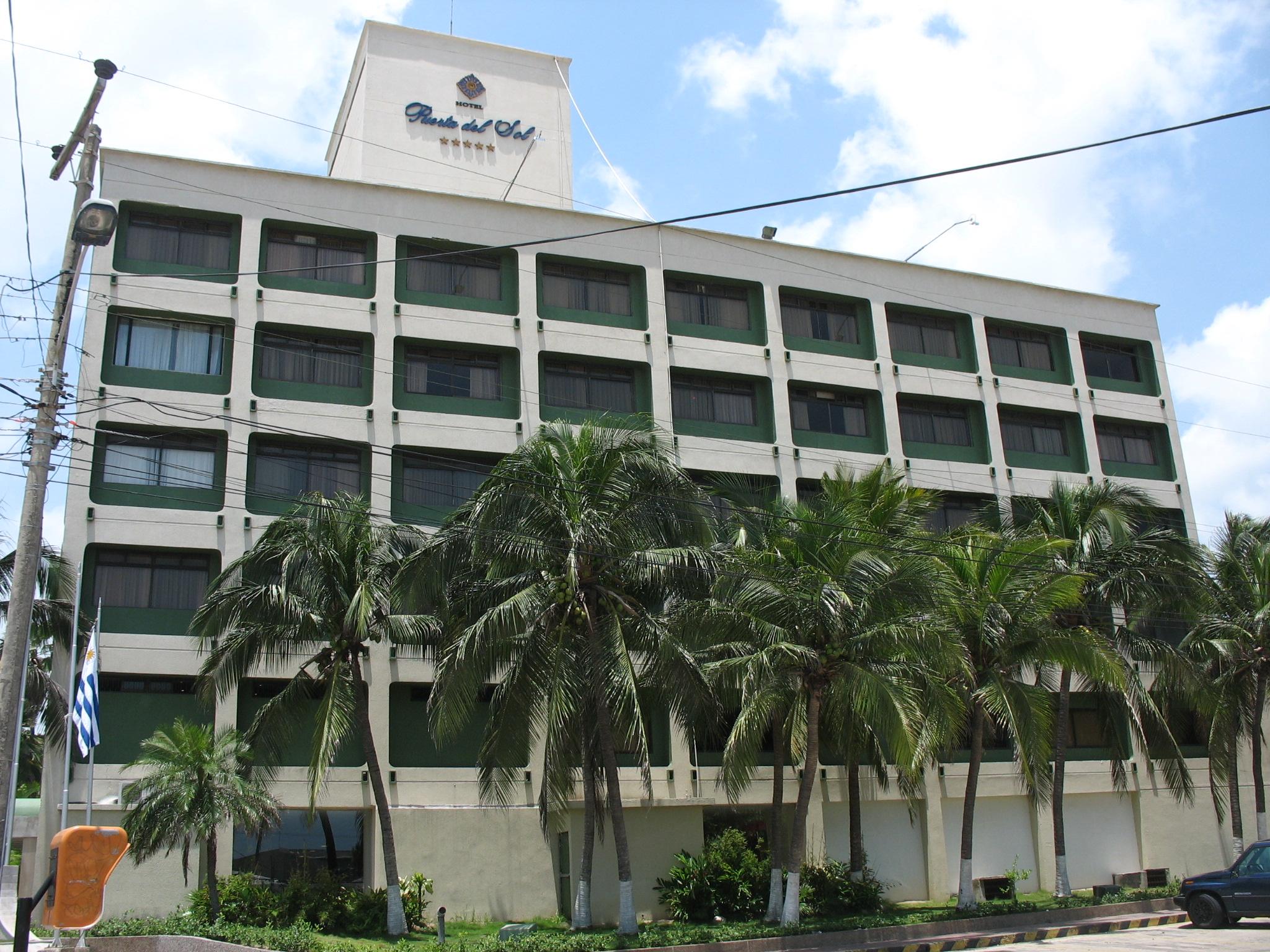 File barranquilla hotel puerta del wikimedia commons for Hotel barato puerta del sol