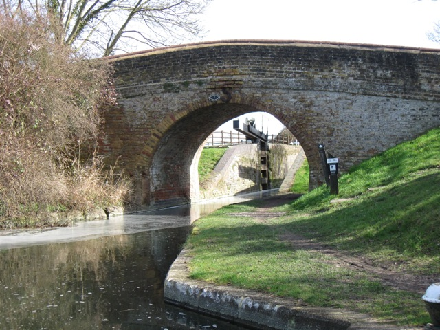 Bridge 7, Aylesbury Arm, Grand Union Canal - geograph.org.uk - 1207808