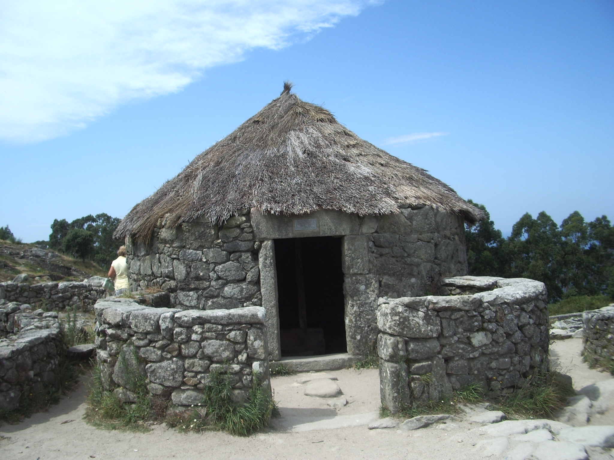 File casa en el castro celta de santa trega galicia for Creador de casas
