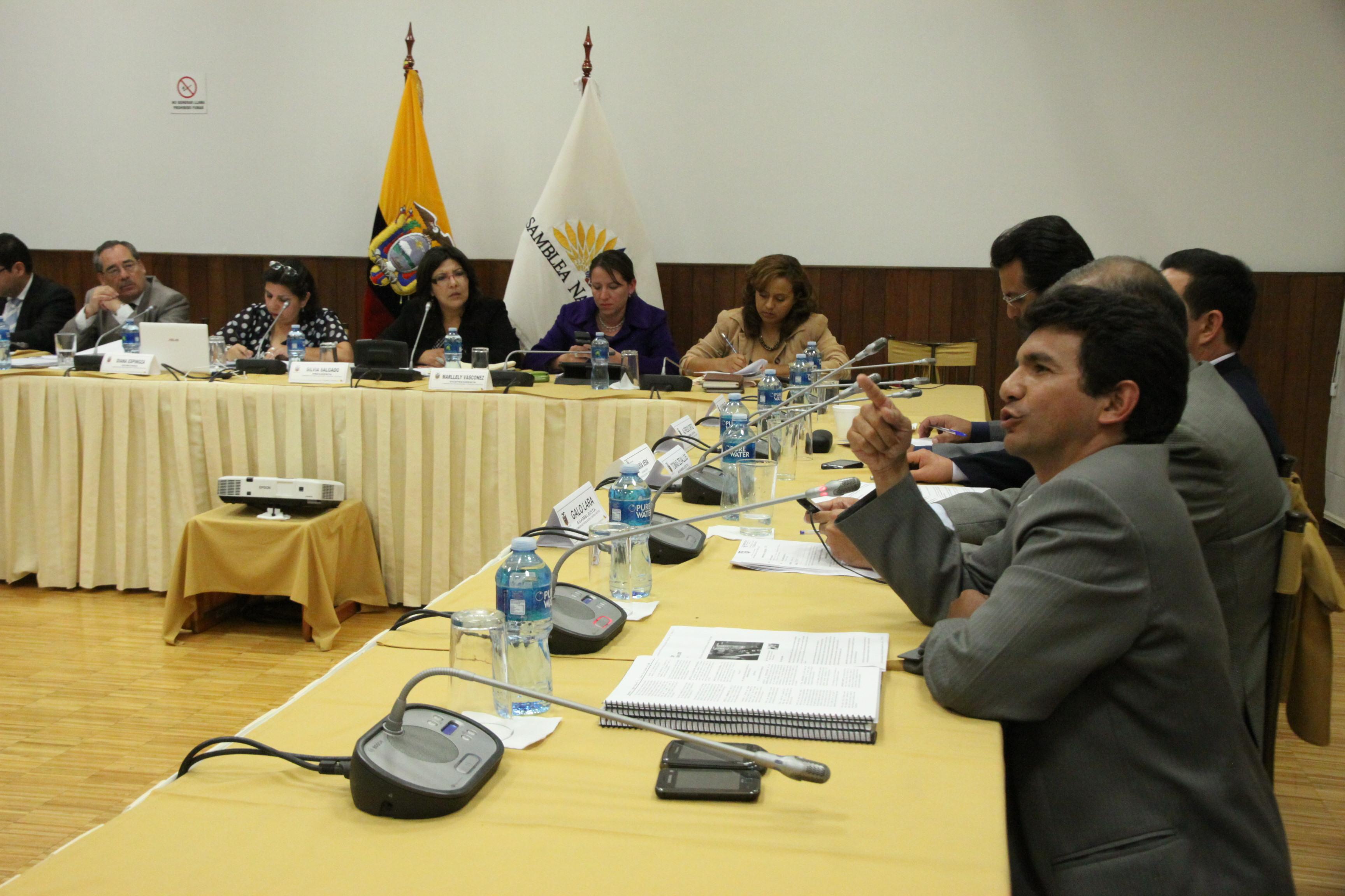 pedido de juicio político en contra del ministro de Recursos Naturales No Renovables, Wilson Pastor (7597103224).jpg Español: Foto: Marcelo Suárez / Asamblea