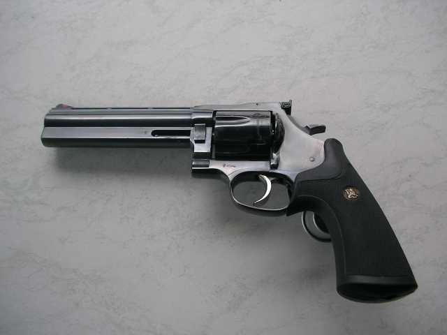 Dan Wesson Revolver Modell 44 left side.jpg
