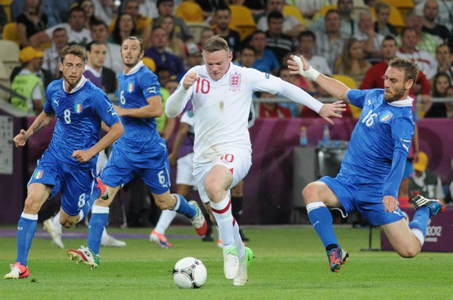 De Rossi tackle on Rooney England-Italy Euro 2012