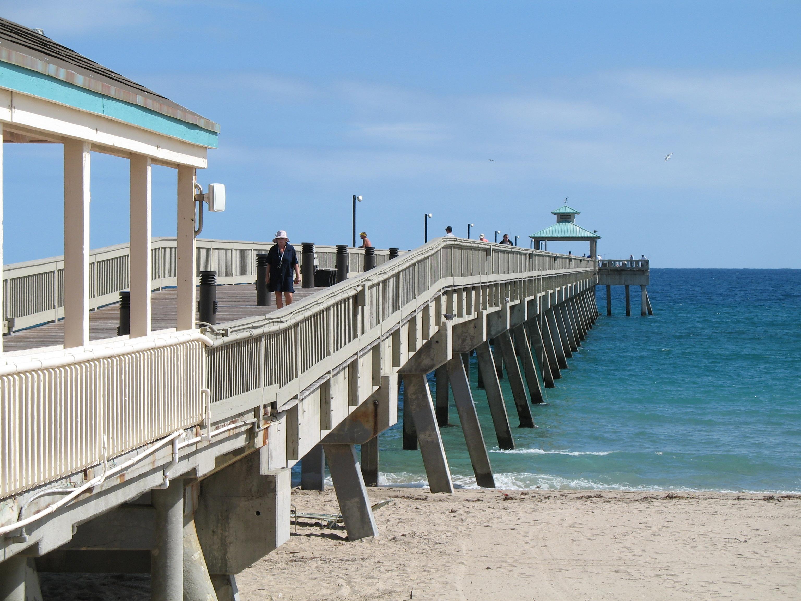 File deerfield beach pier wikimedia commons for Deerfield beach fishing pier