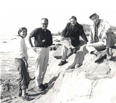 Сидней Бреннер (второй справа)