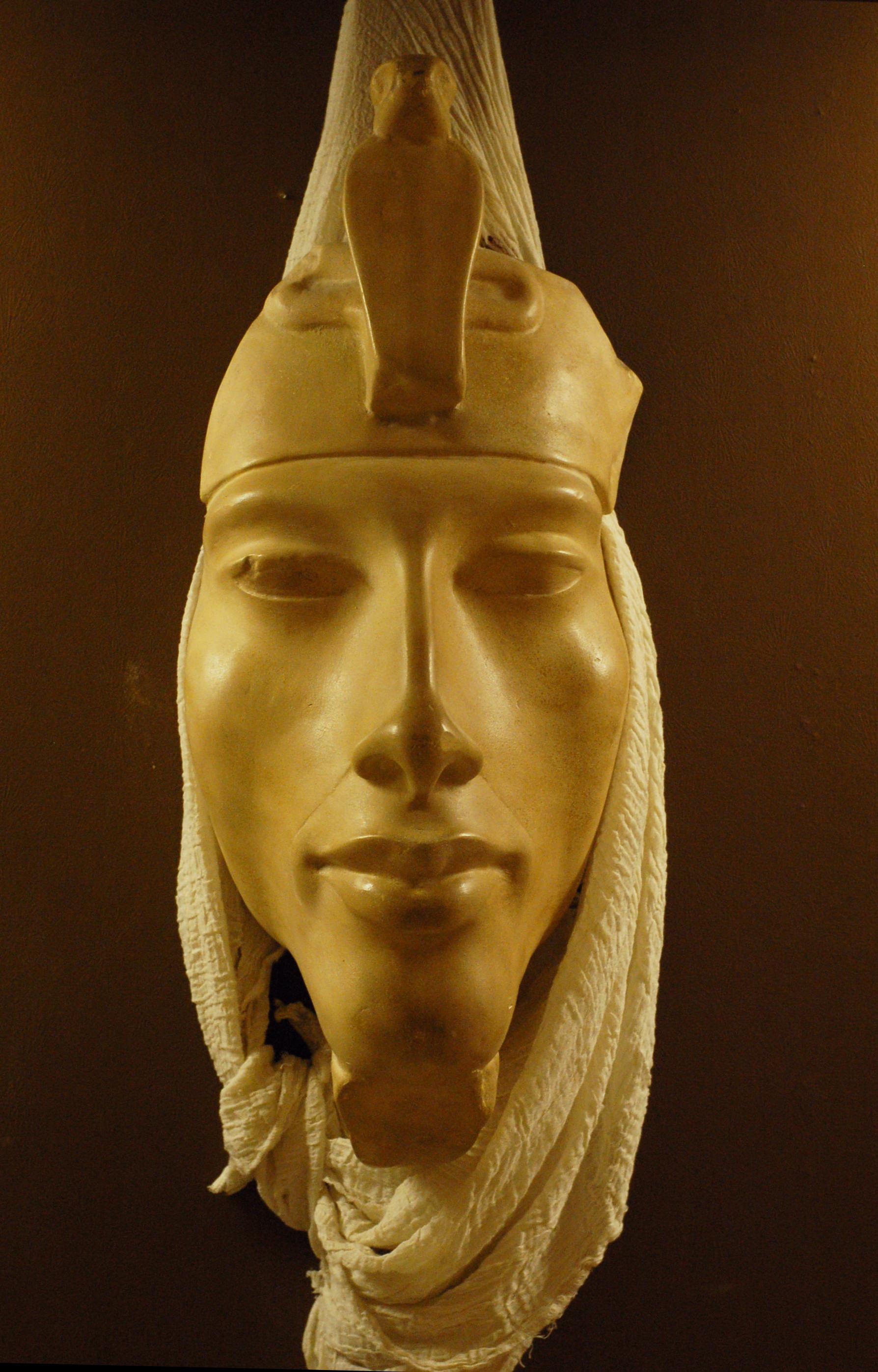 http://upload.wikimedia.org/wikipedia/commons/f/fd/EMS-92205-Rosicrucian-Egyptian-Akhenaten.JPG