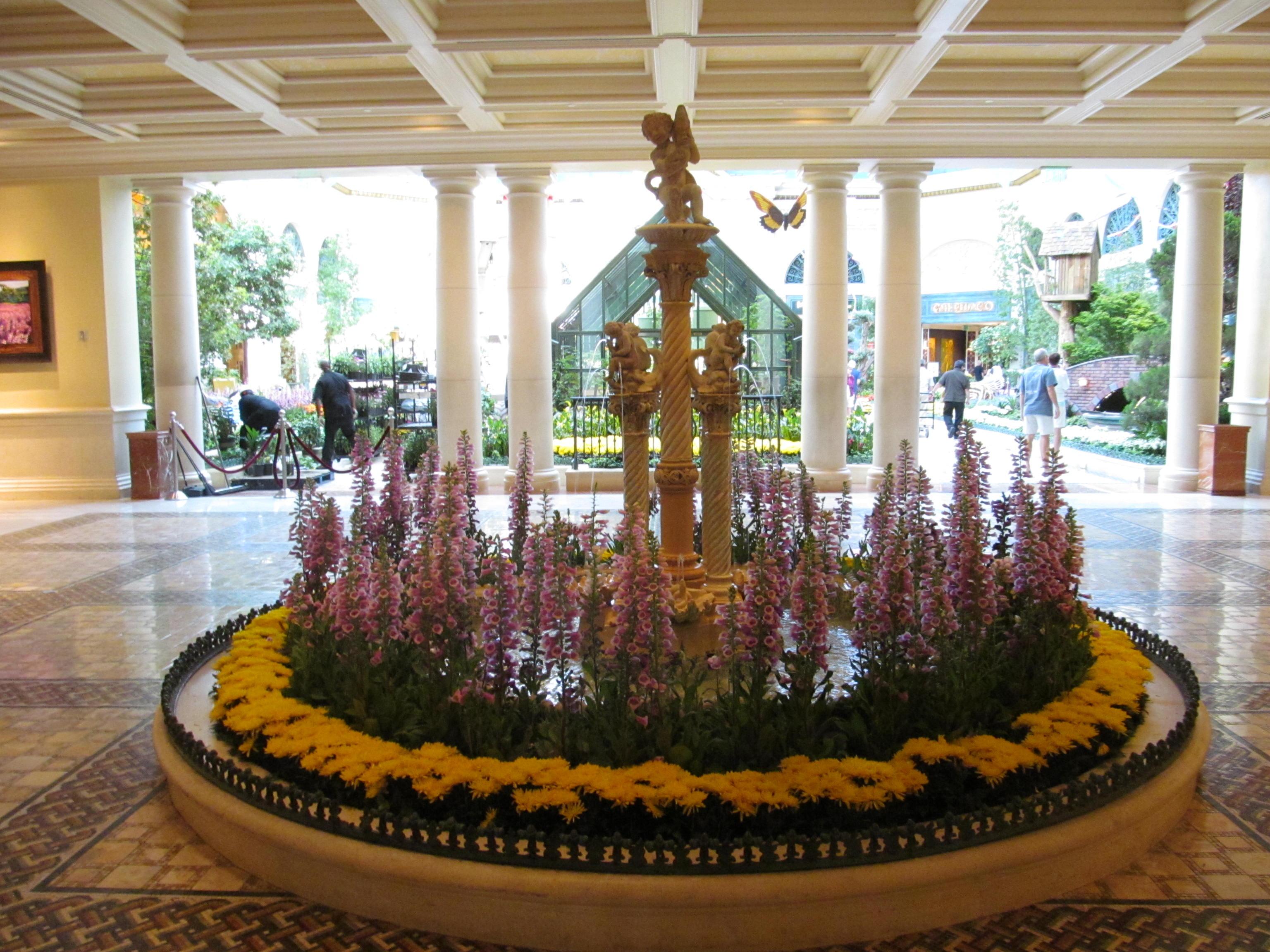 The Bellagio hotel lobby in Las Vegas Stock Photo ... |Las Vegas Bellagio Hotel Lobby
