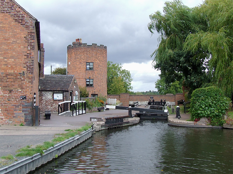 Gailey Lock and Toll Office, Staffordshire - geograph.org.uk - 2597581