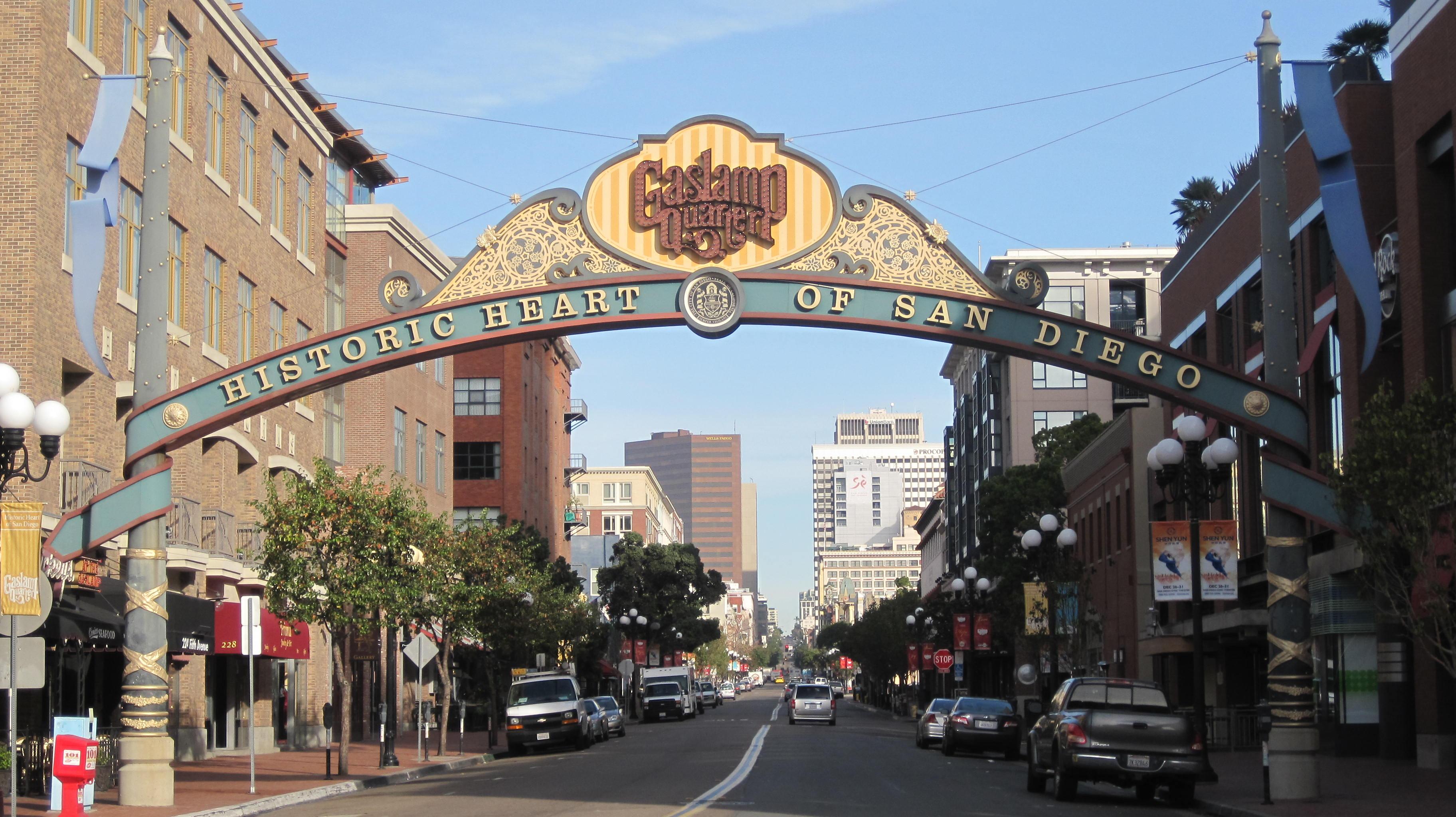 File:Gaslamp Quarter sign 1.JPG - Wikimedia Commons