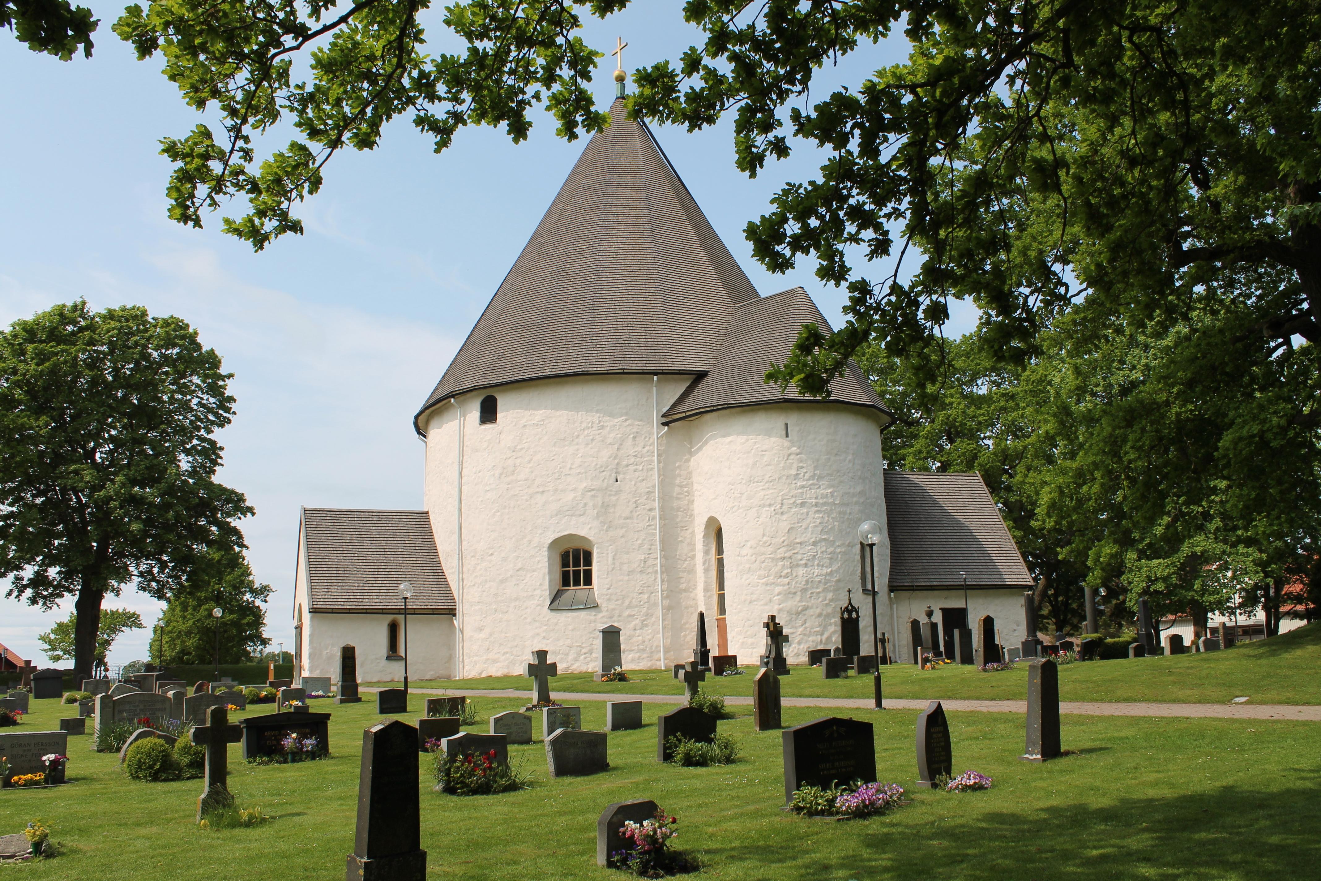 Hagby kyrka, Vapenhus och kor samt ett ledningsschakt p