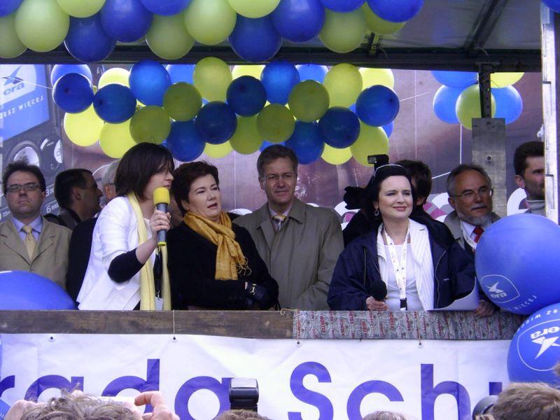 Депутаты городского Совета Варшавы потребовали у Ханны Гронкевич- Вальц уйти в отставку из-за реституционного скандала