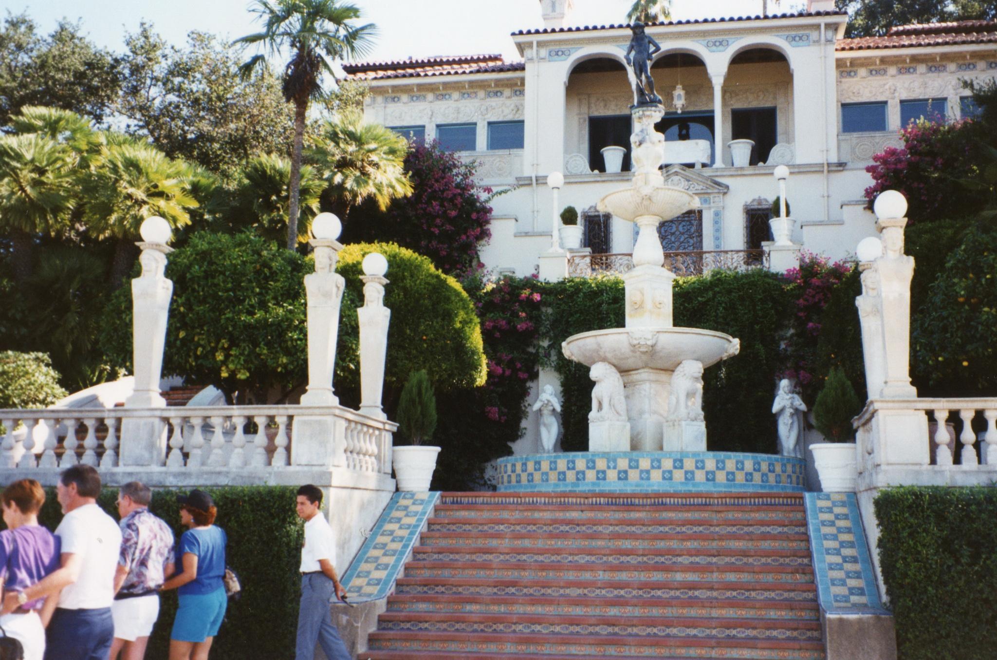 [Image: Hearst_Castle%2C_San_Simeon_-_panoramio.jpg]