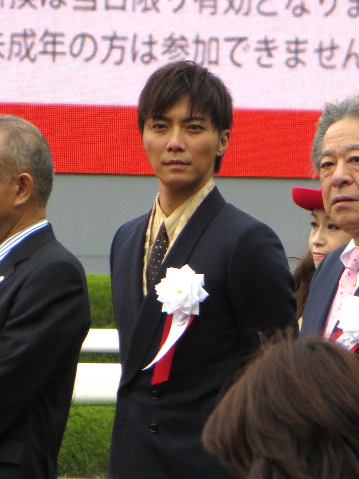 The 35-year old son of father (?) and mother(?) Hiroki Narimiya in 2018 photo. Hiroki Narimiya earned a  million dollar salary - leaving the net worth at 2 million in 2018