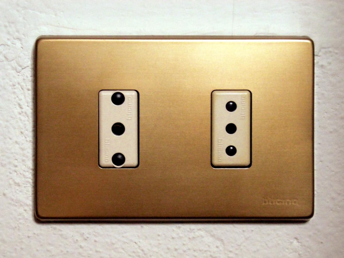external image Italian_sockets.jpg