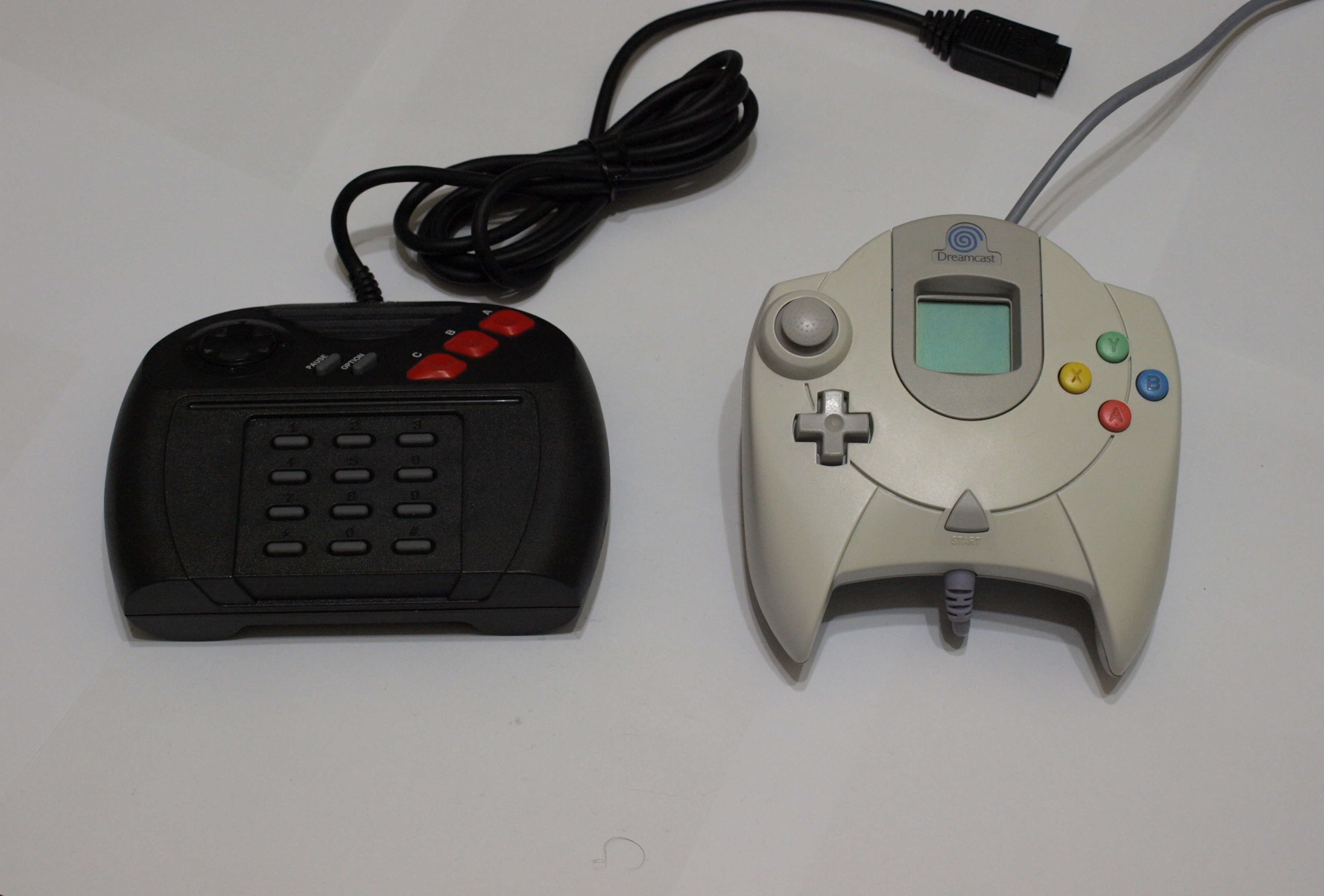File Jaguar And Dreamcast Controllers Jpg Wikimedia Commons