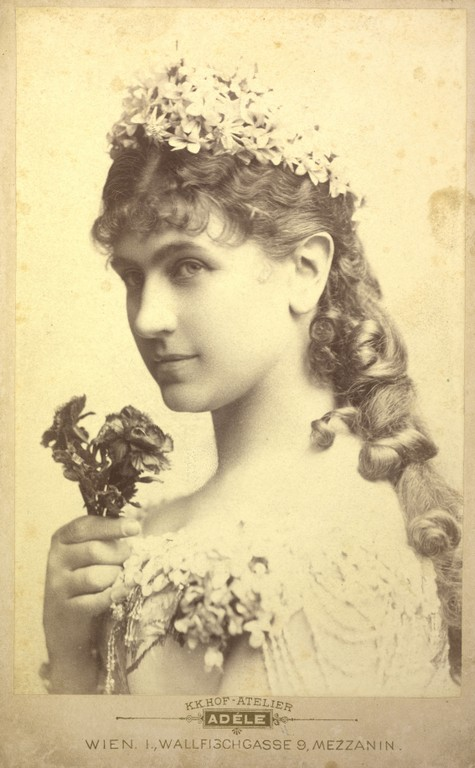 File:Katharina Schratt 1880.jpg - Wikimedia Commons