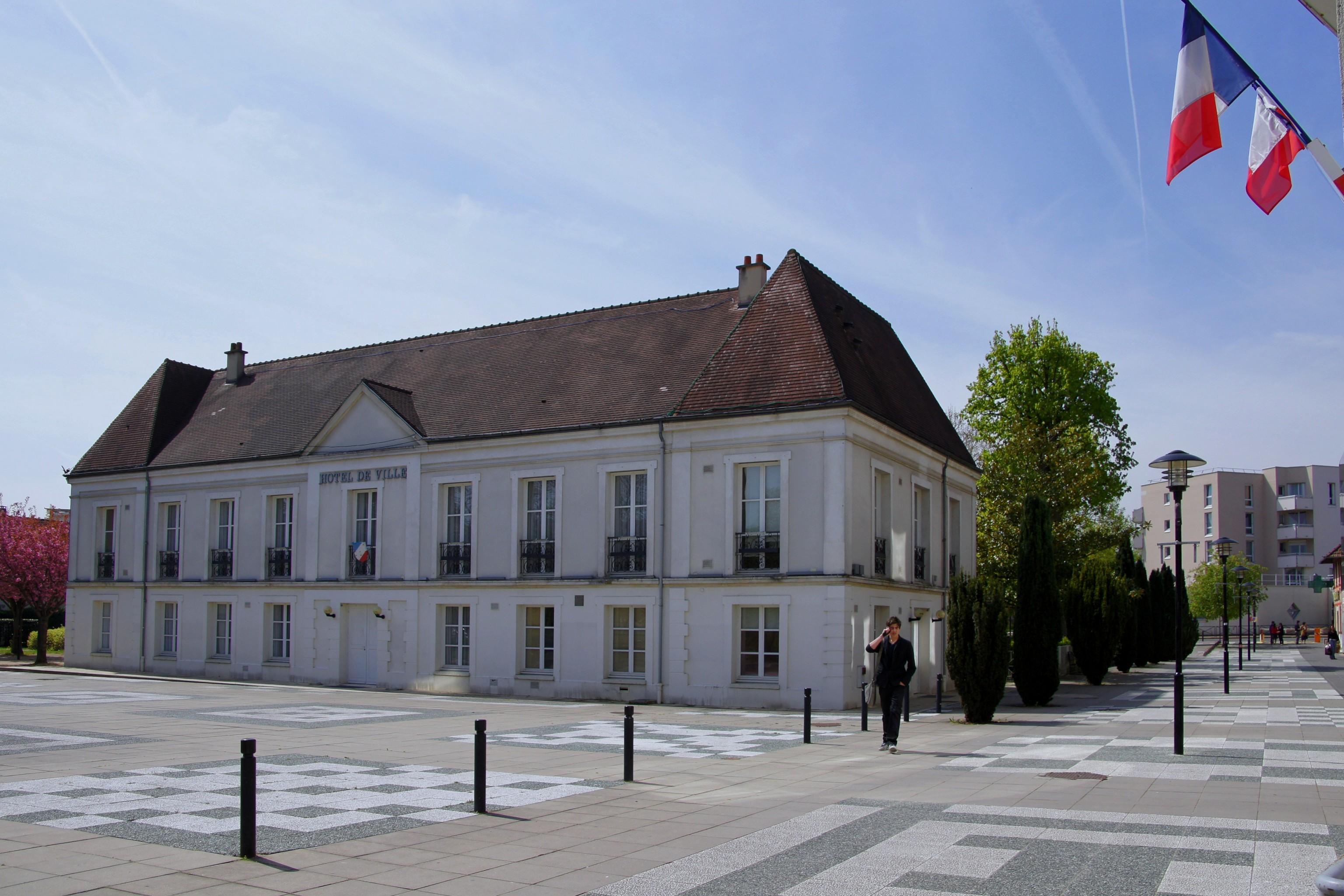 Hotel De Ville De Lognes