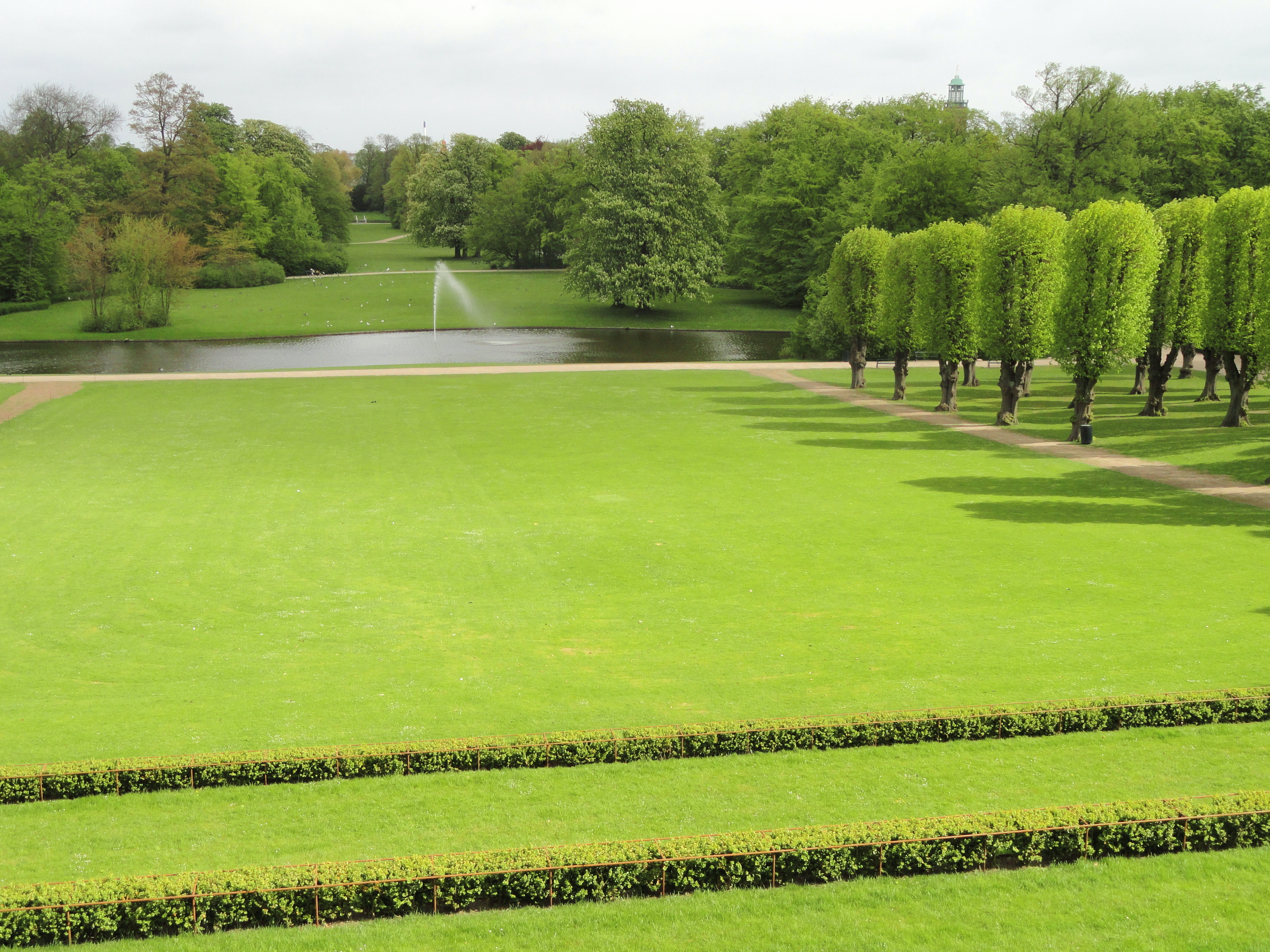 File:Lawn - Frederiksberg Have - Copenhagen - DSC08938.JPG
