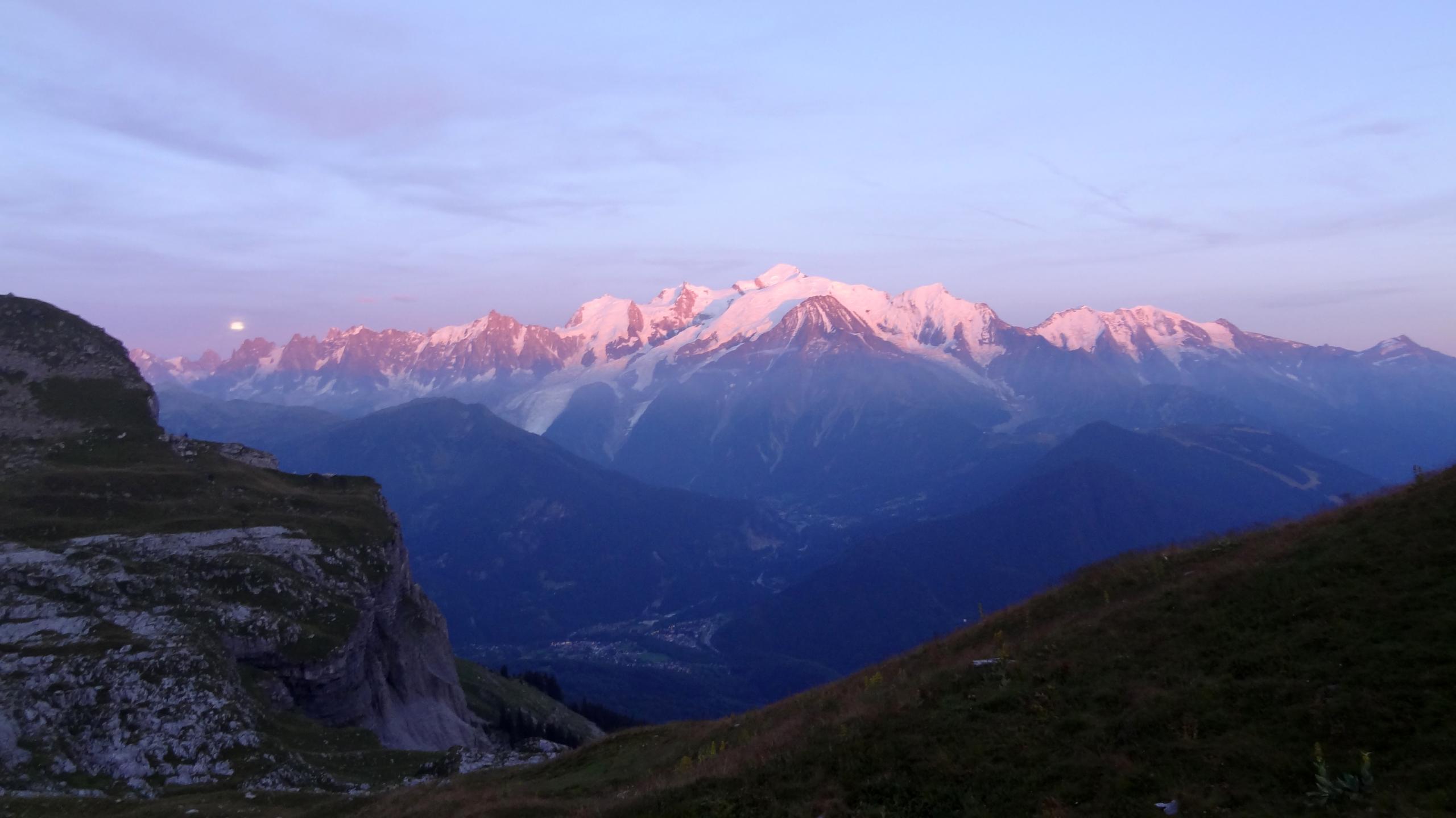 Filele Mont Blanc Sous La Lumière Du Soleil Couchantjpg