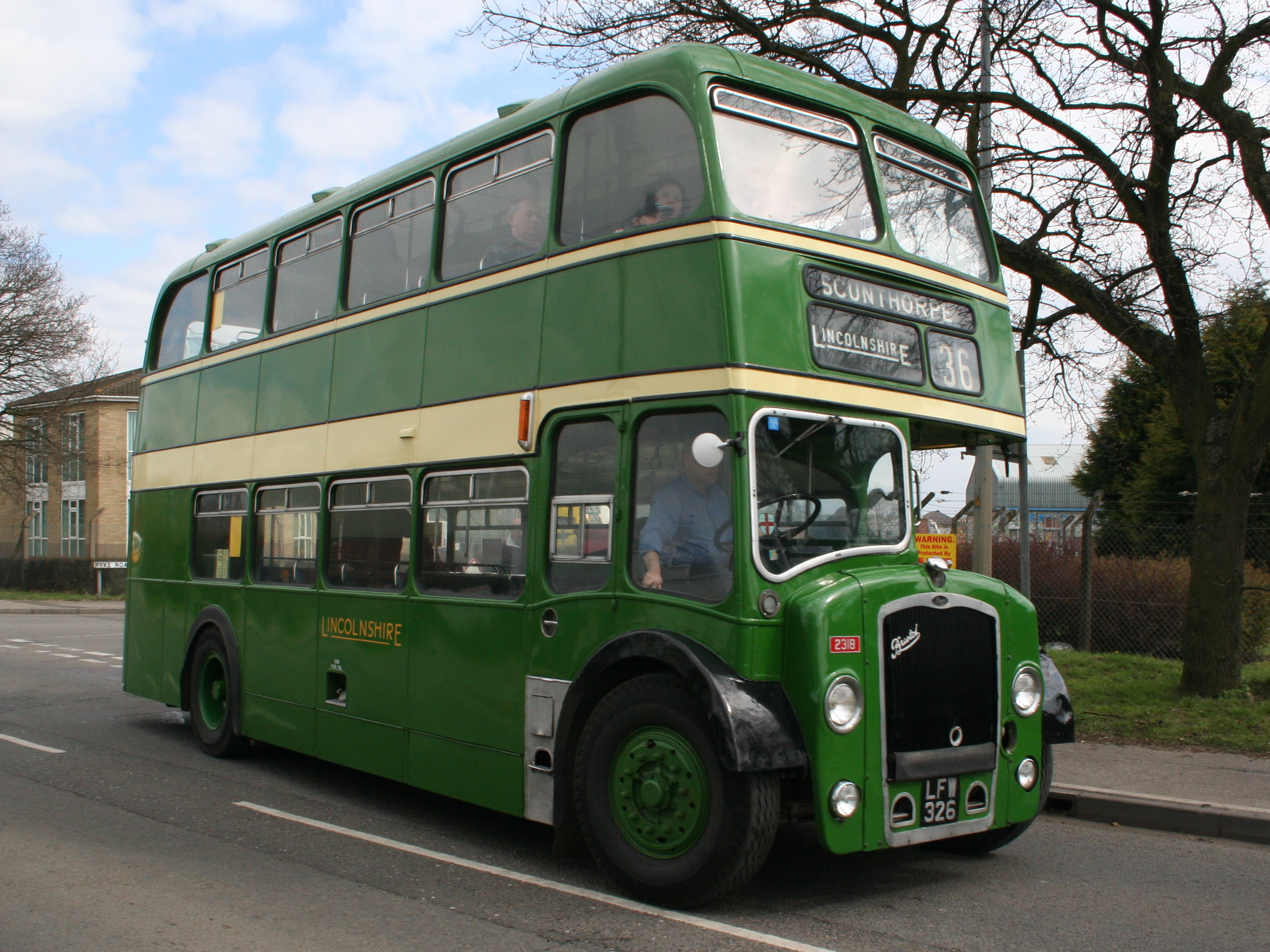 Ship A Car >> File:Lincolnshire Road Car bus 2318 (LFW 326), 2006 ...
