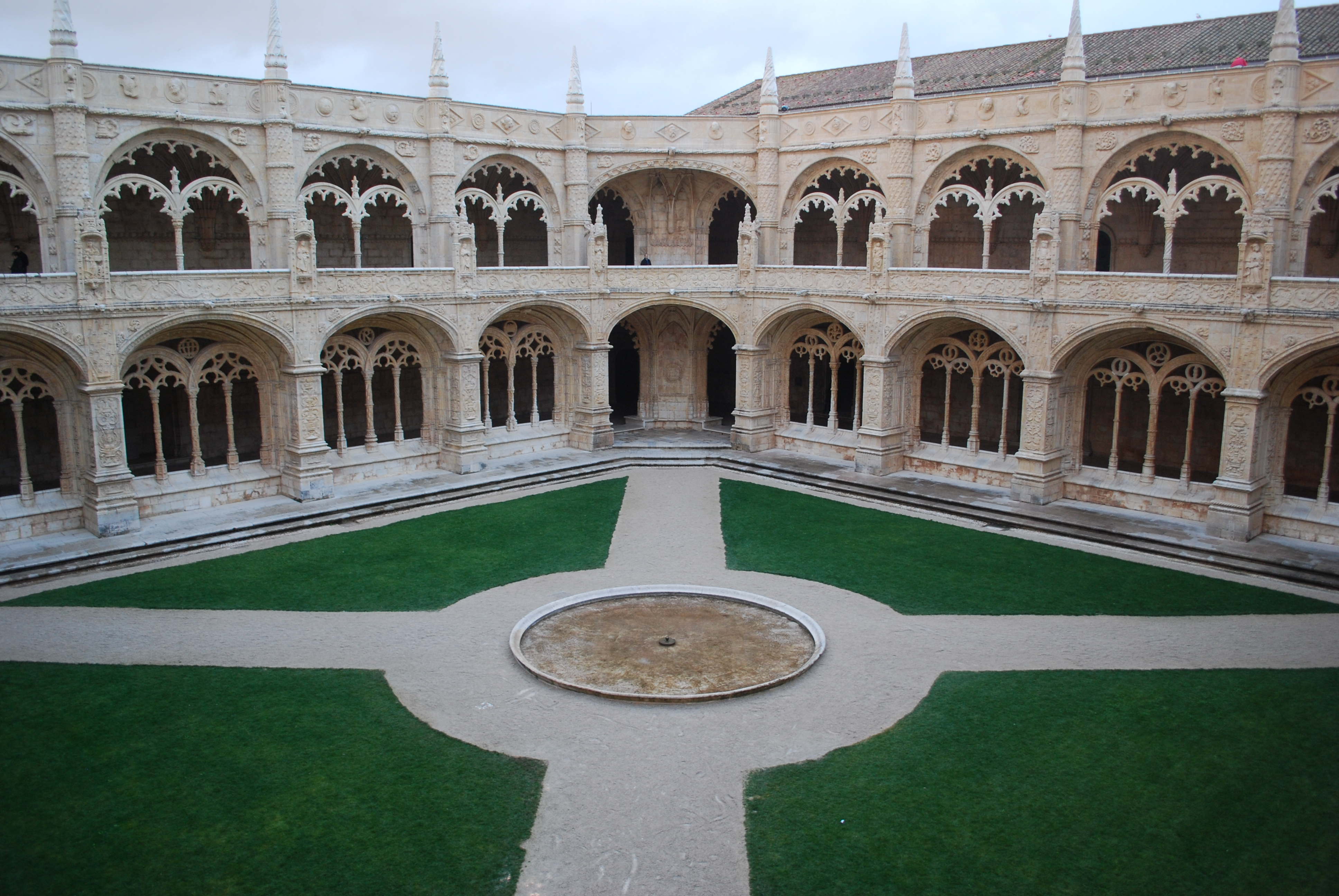 Conhecido File:Lisboa - Mosteiro dos Jerónimos - Claustro.jpg - Wikimedia  FX18