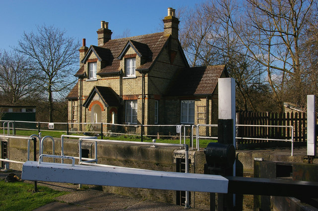 Lockkeeper's Cottage, Hertford Lock, Lee and Stort Navigation - geograph.org.uk - 351273