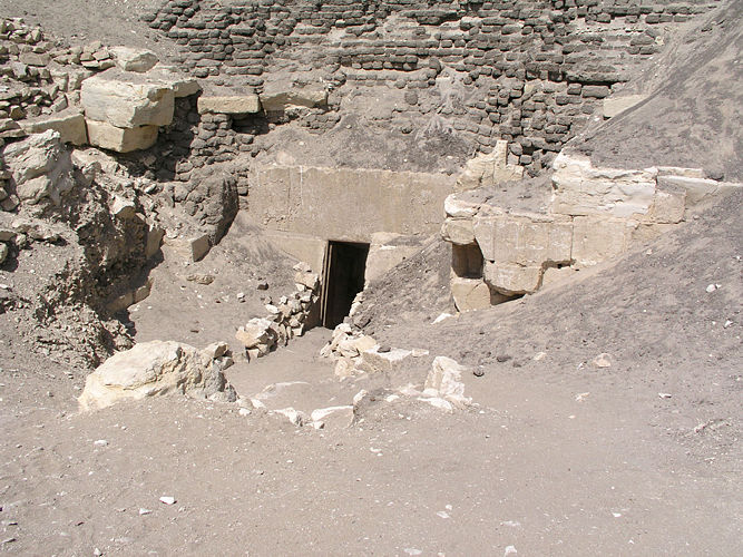 La pyramide au labyrinthe de 3 000 chambres et passages secrets… ! MK_Pyramids_22