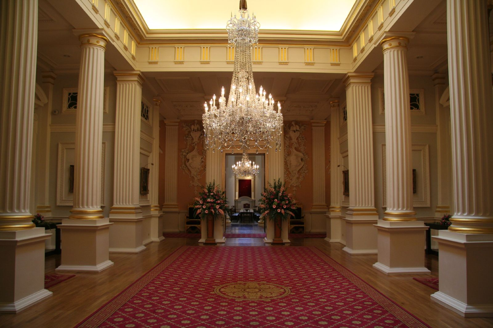 File mansion house interior 1398377700 jpg wikimedia commons - Inside house ...