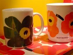 ウニッコ (Unikko) 柄のマグカップ