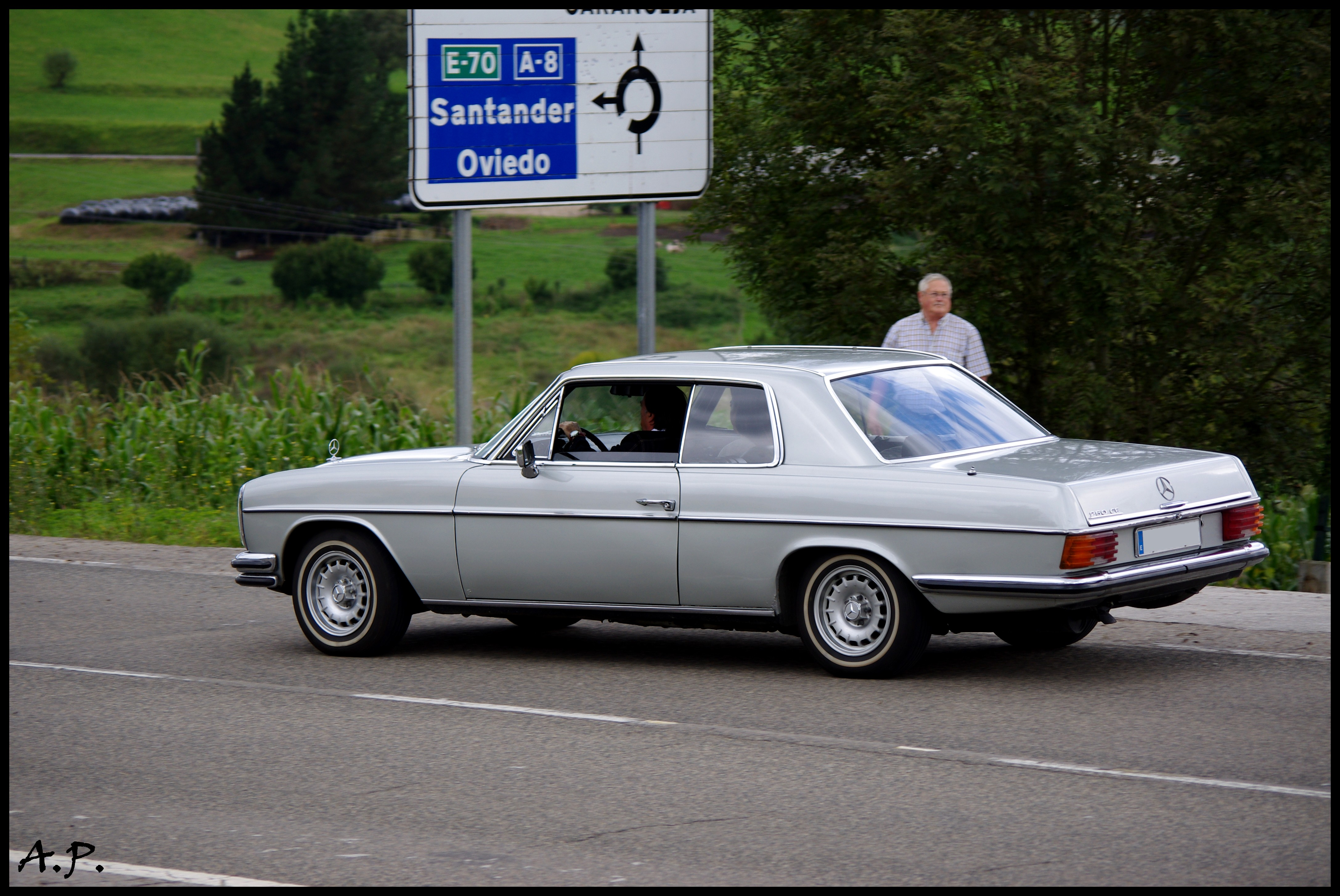 File Mercedes Benz 250 CE  W114   5060625662 on mercedes benz w114