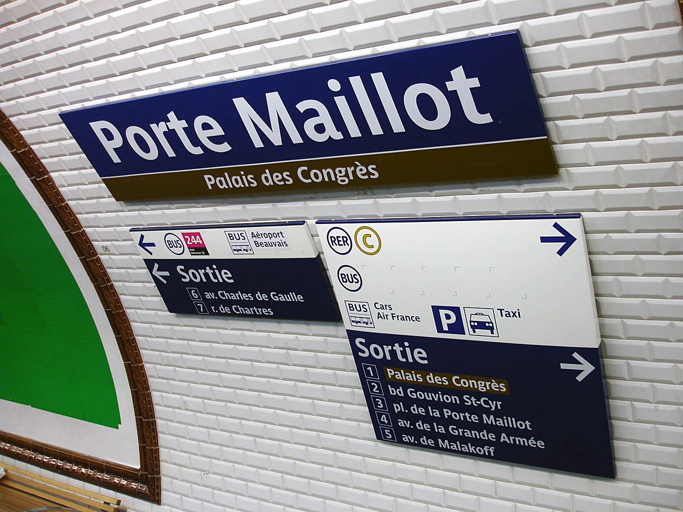 File metro de paris ligne 1 porte maillot for Porte maillot in paris