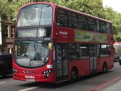 Ligne de bus Metroline Volvo B9TL Londres 18.jpg