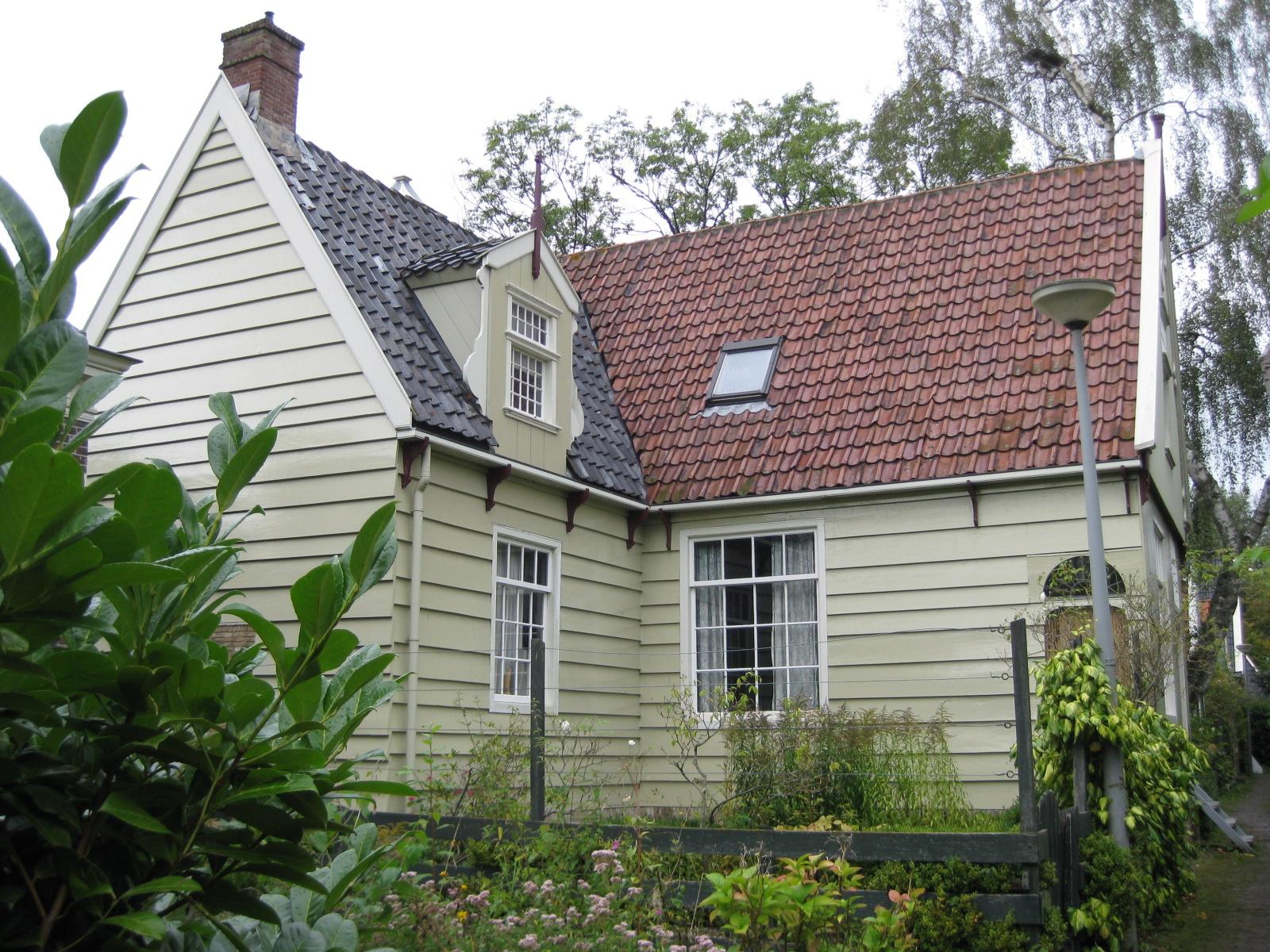 Houten huis van l vormige plattegrond met zeldzame latere stenen aanbouw in amsterdam monument - Houten huis ...