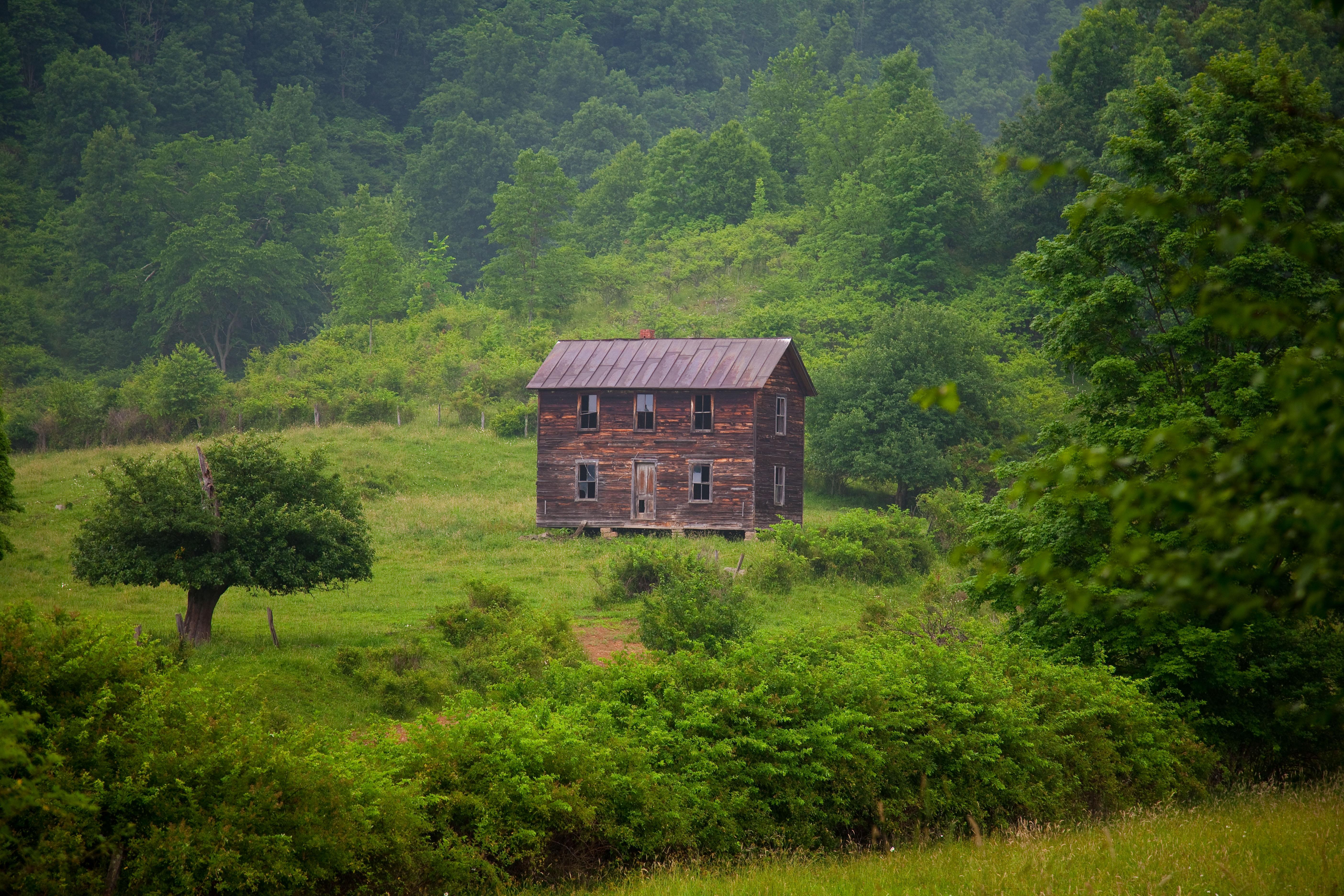 File Old fashioned farm house West Virginia ForestWander