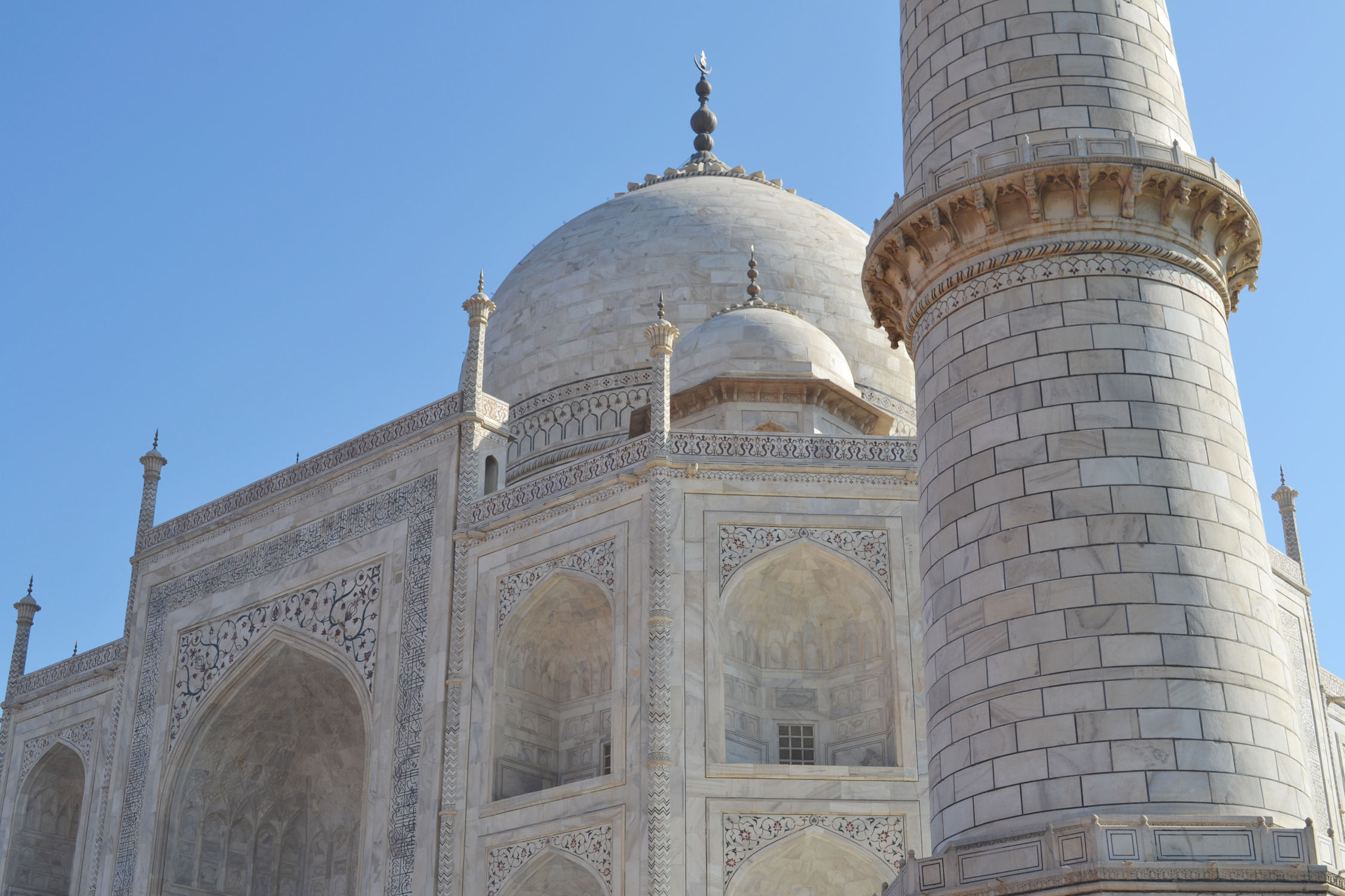 Close up view of a minaret and main structure of the Taj Mahal in Agra