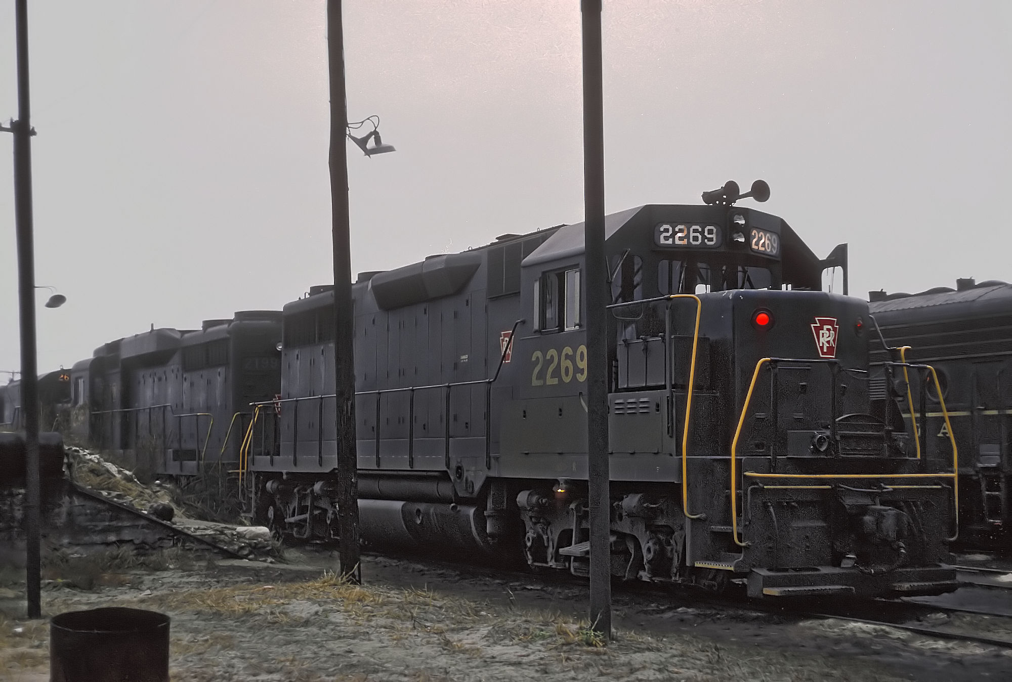File:PRR 2269 (GP35) in Logansport, IN Yards, November 25,