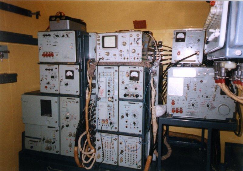 Datei:Parol Elektronik Racks.jpg – Wikipedia