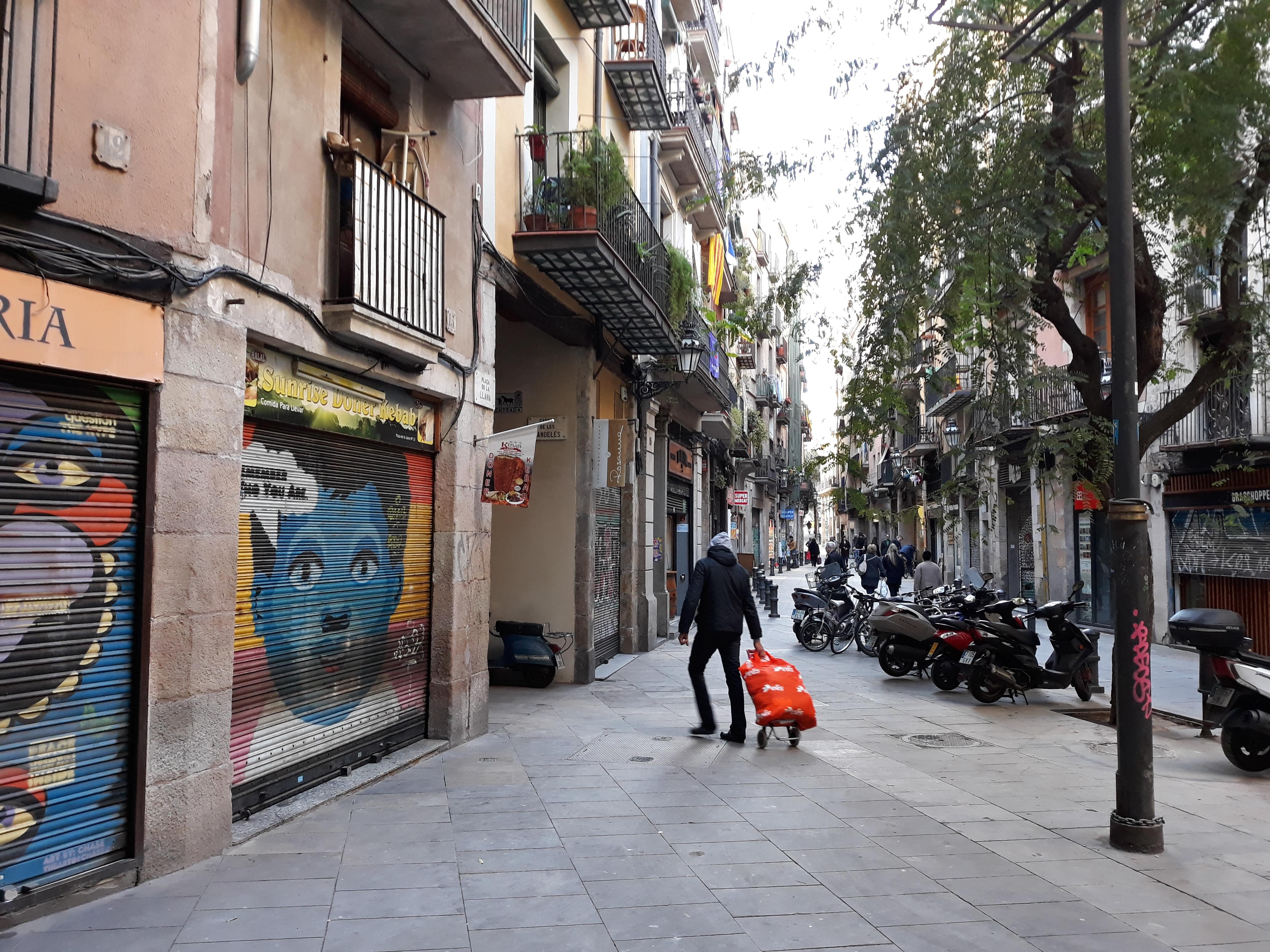 File:Plaça de la Llana 2.jpg - Wikimedia Commons