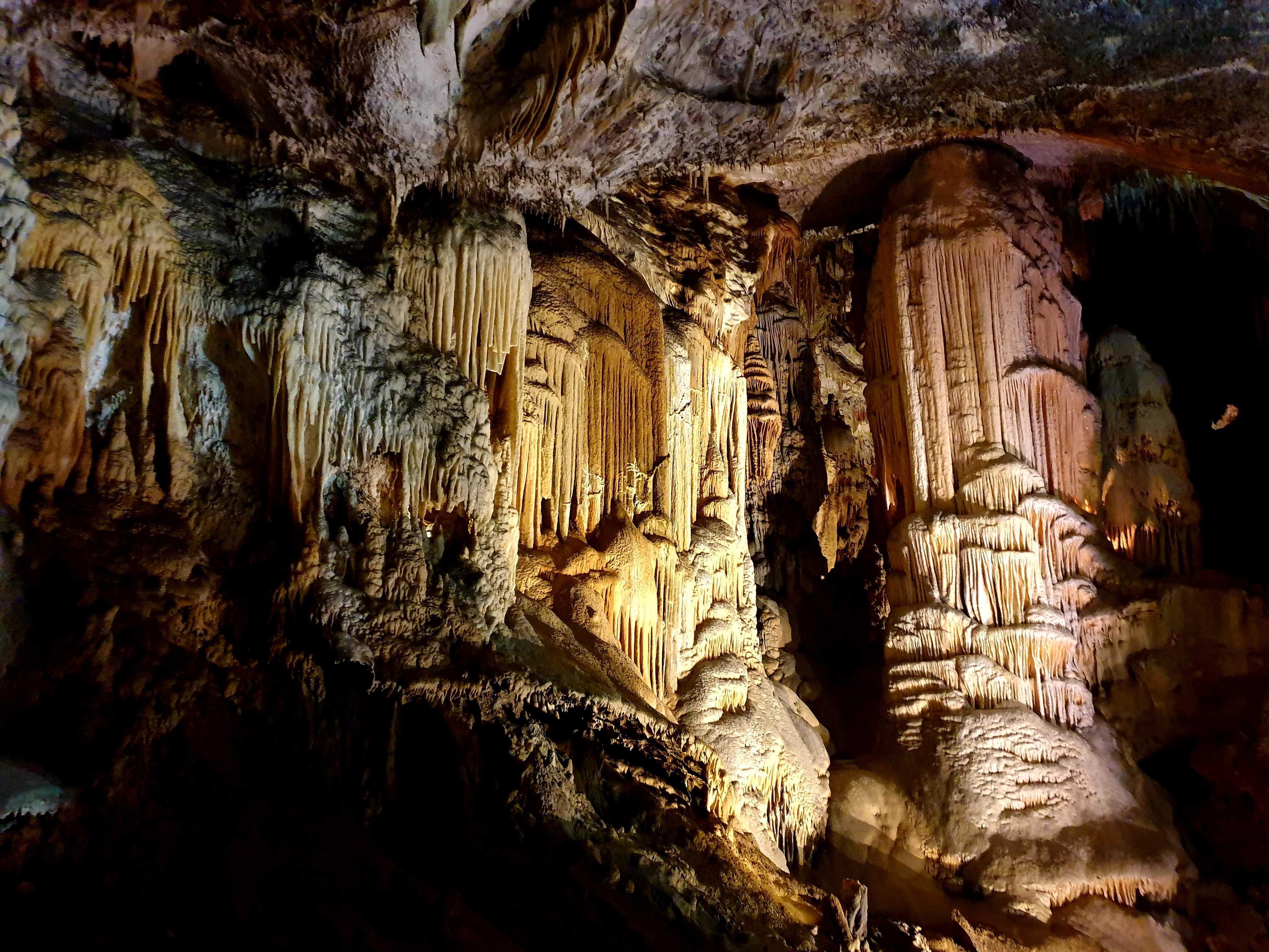 Interior cueva de Postojna